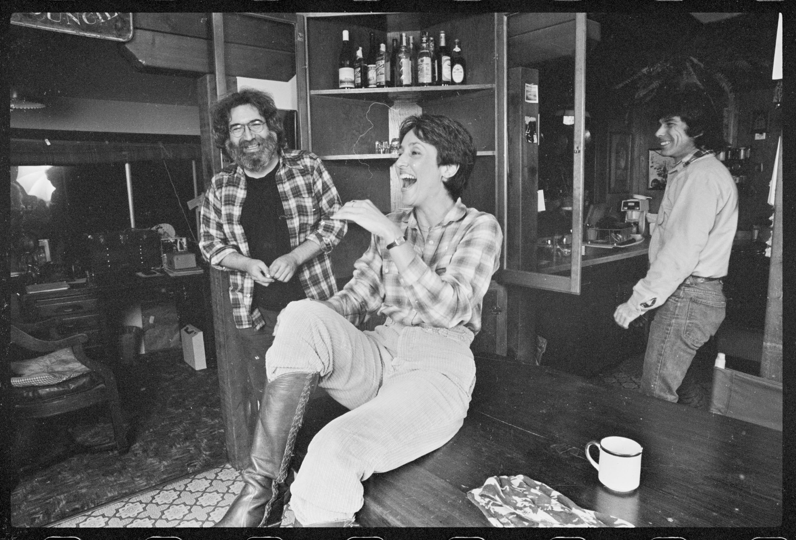 November 1981, San Rafael, California, USA --- Jerry Garcia, singer and guitarist for the Grateful Dead, poses for pictures at his home with folk singer Joan Baez and Grateful Dead drummer Mickey Hart
