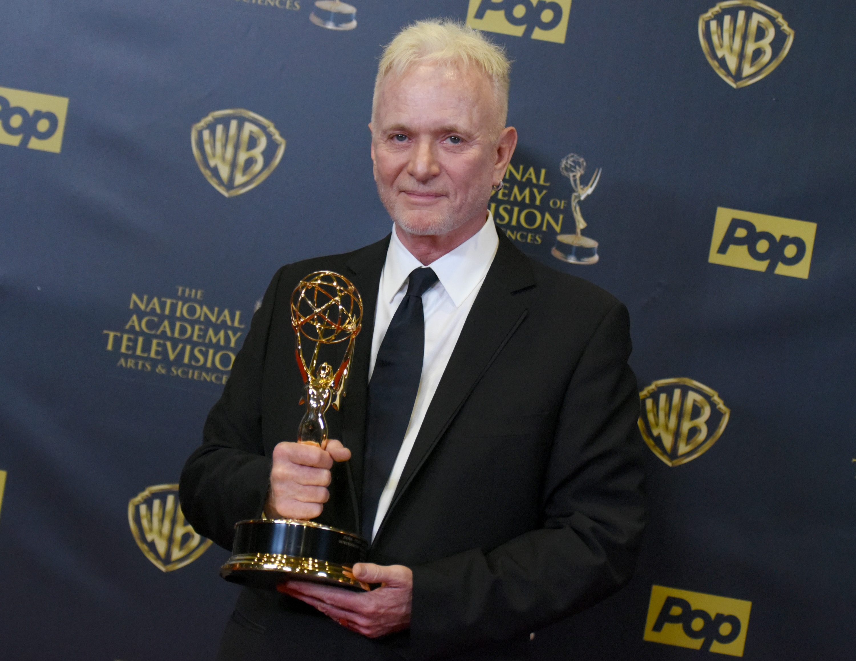 Anthony Geary with the award for outstanding lead actor in a drama series at the 42nd annual Daytime Emmy Awards in 2015.