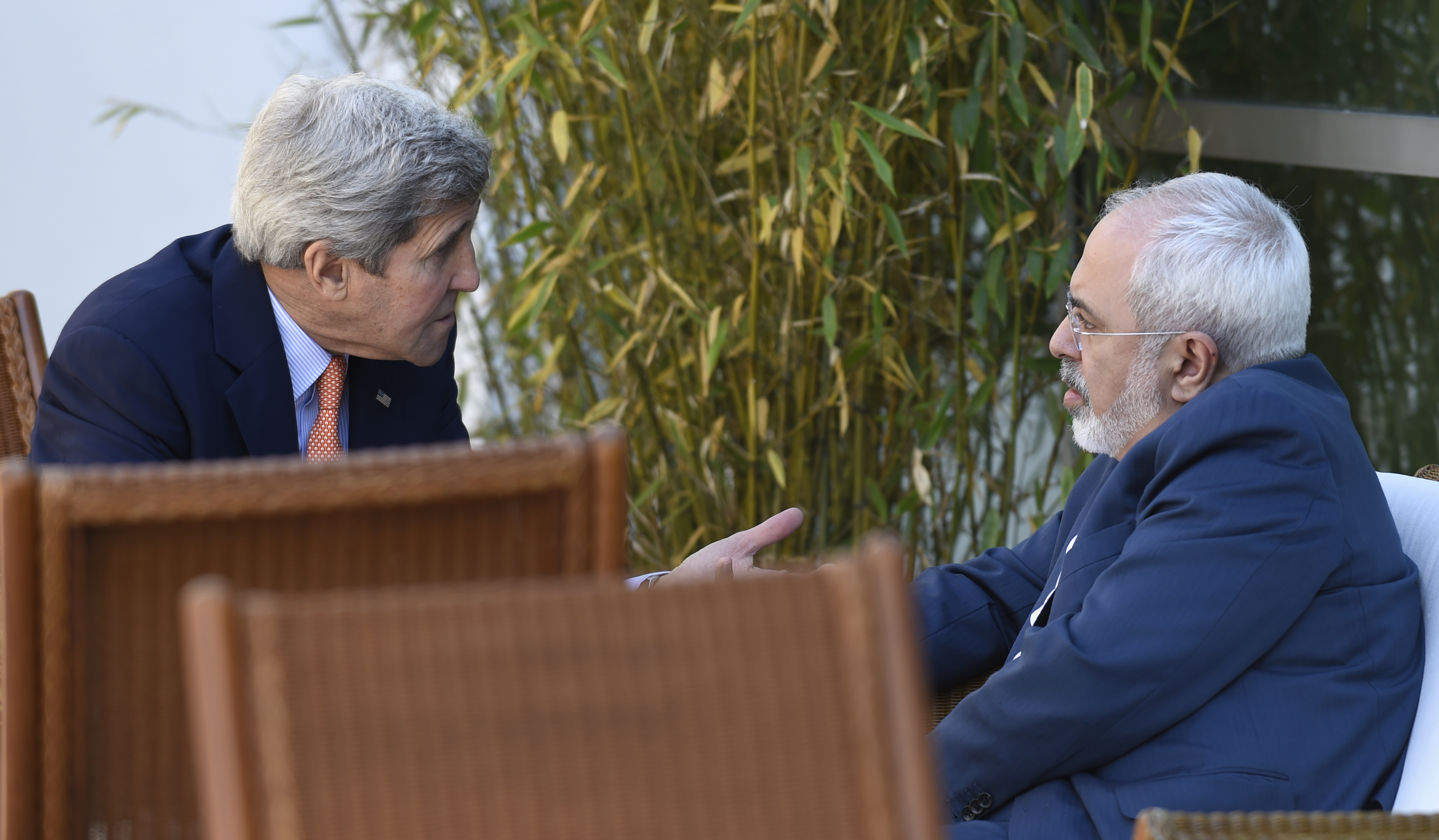 U.S. Secretary of State John Kerry (L) talks with Iranian Foreign Minister Mohammad Javad Zarif, in Geneva, Switzerland on May 30, 2015.
