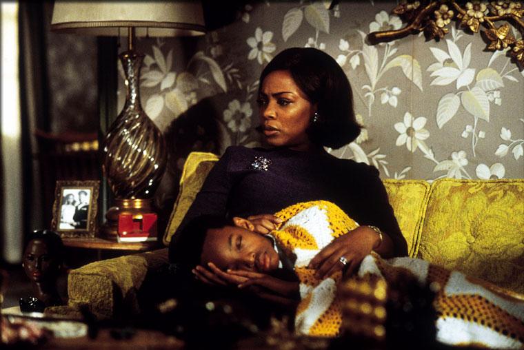 Aunjanue Ellis in Men of Honor (2000)