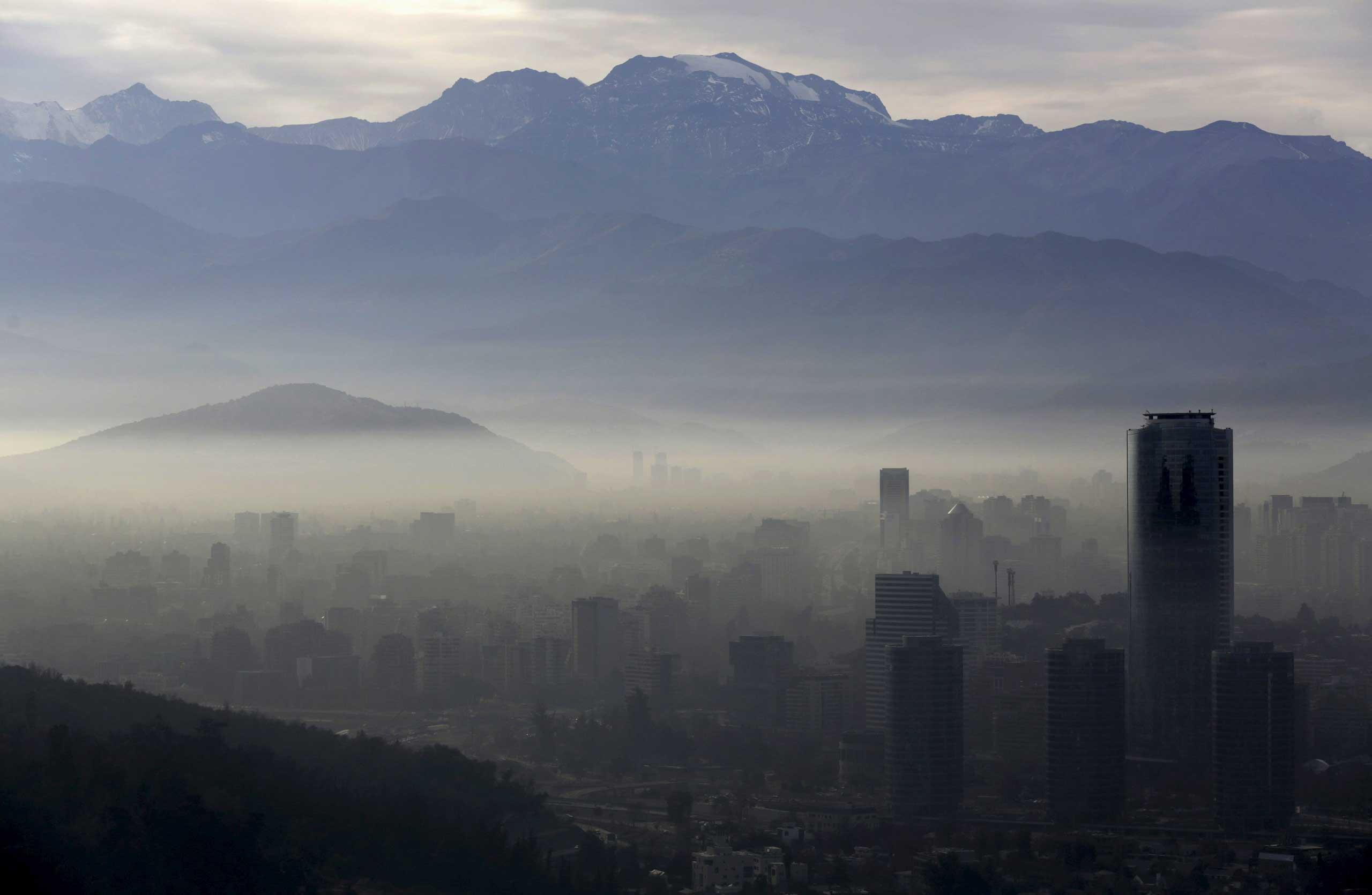 Smog shrouds Chile's capital Santiago, June 22, 2015.