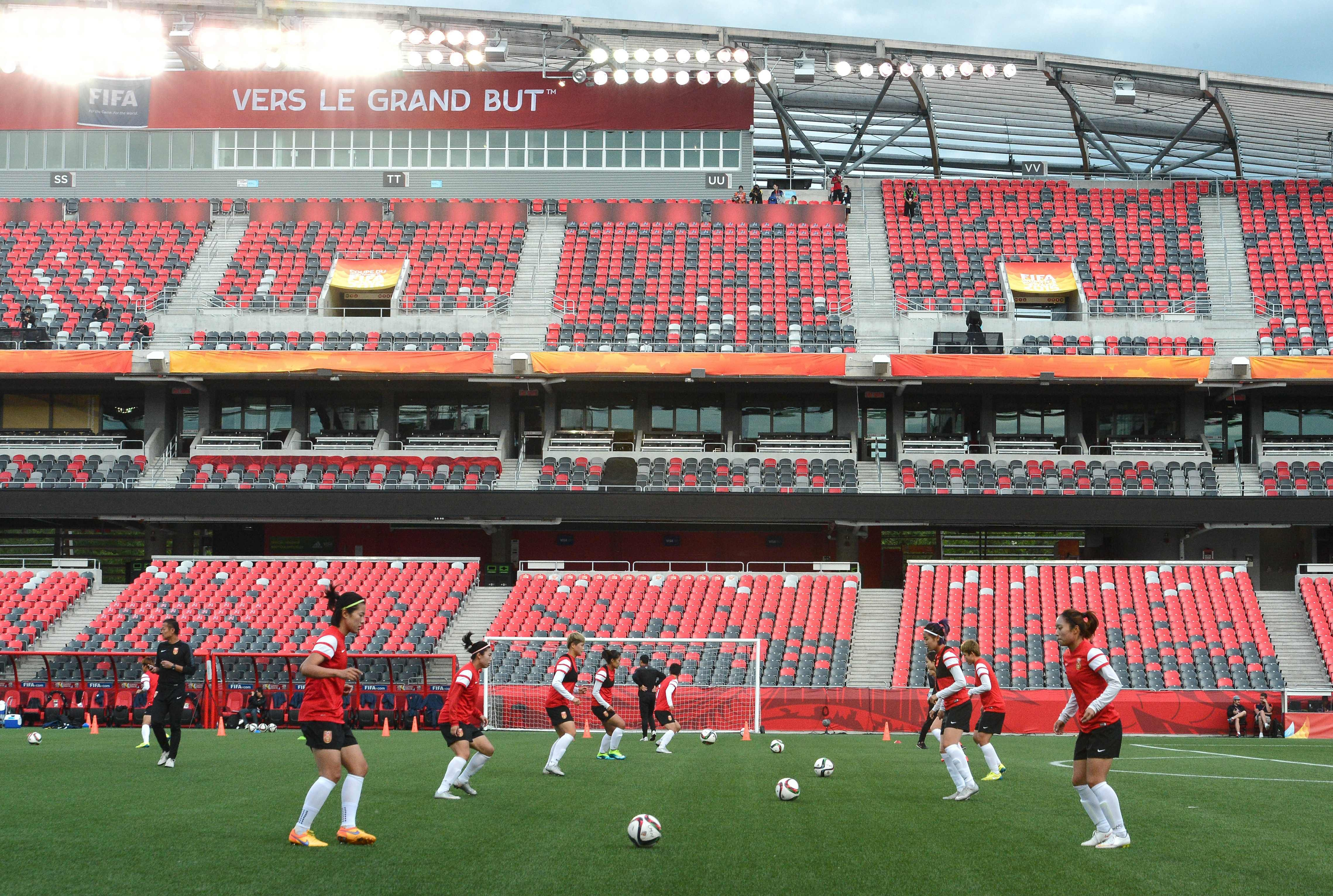 Members of China's national team take part in a training session at Lansdowne Stadium in Ottawa on June 25, 2015 on the eve of their 2015 FIFA Women's World Cup quarterfinal match against the US.