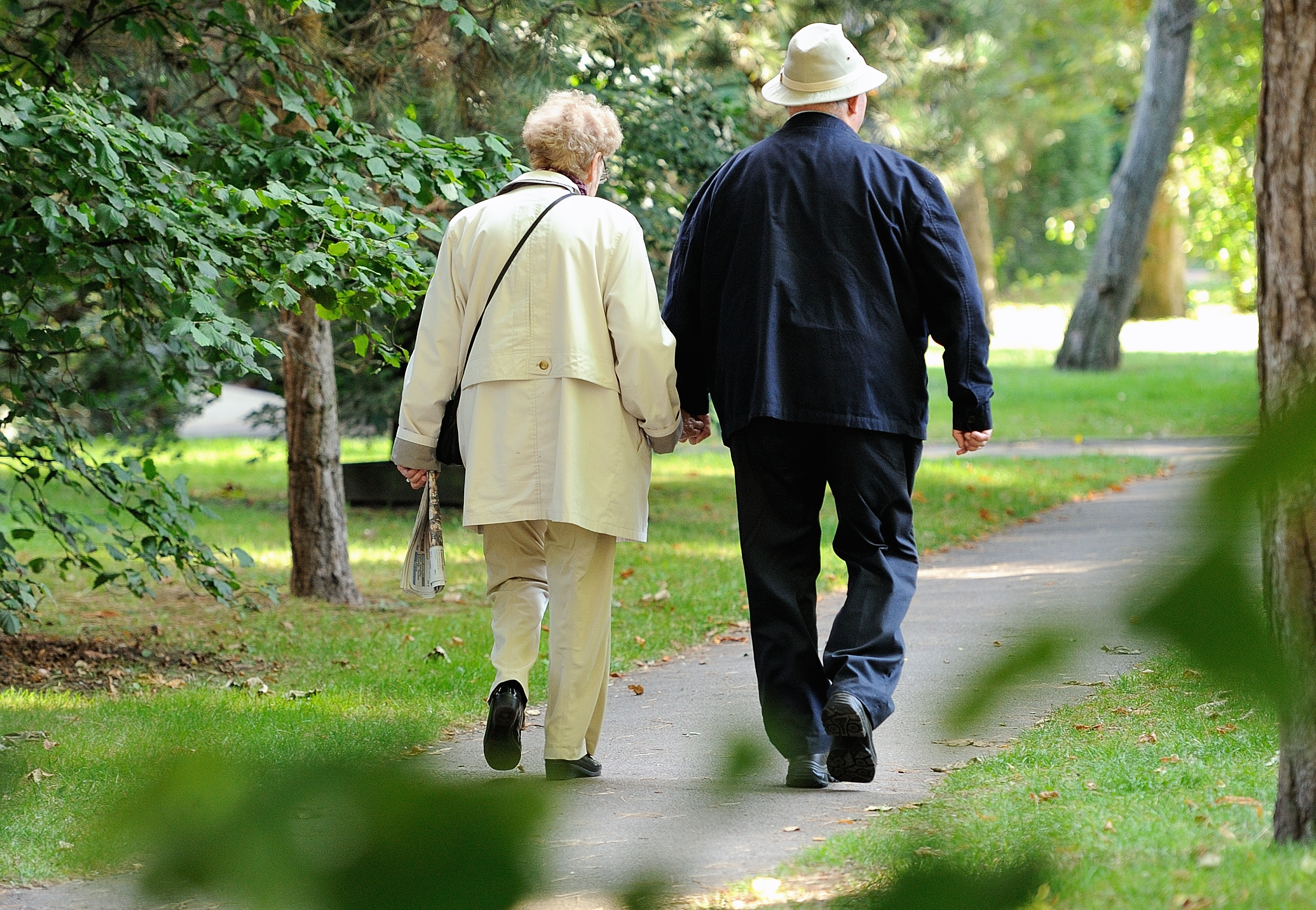 An elderly couple walks in le Touquet, northern France, on September 8 ,2013