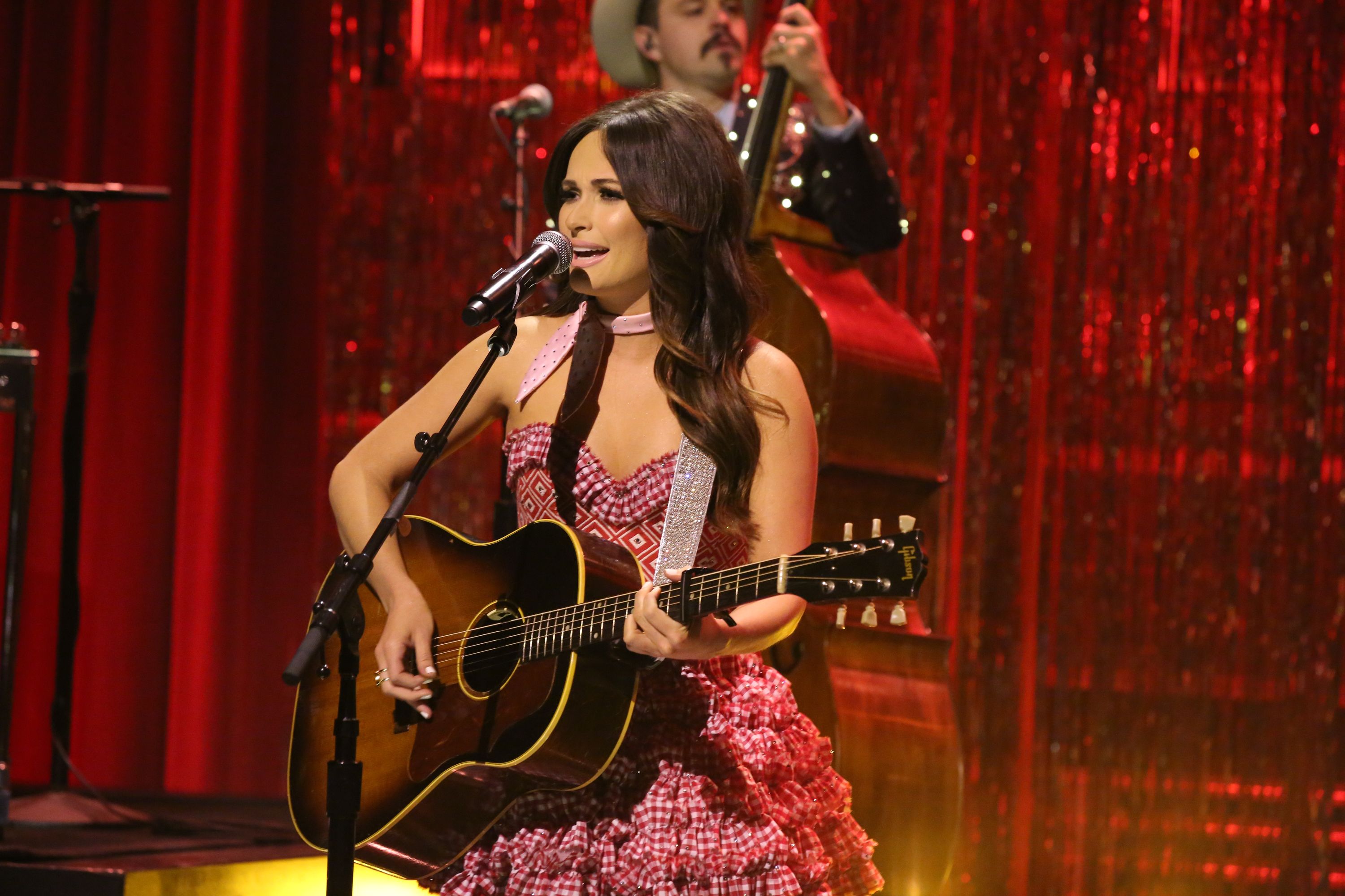 THE TONIGHT SHOW STARRING JIMMY FALLON -- Episode 0276 -- Pictured: Musical guest Kacey Musgraves performs on June 9, 2015 -- (Photo by: Douglas Gorenstein/NBC/NBCU Photo Bank via Getty Images)
