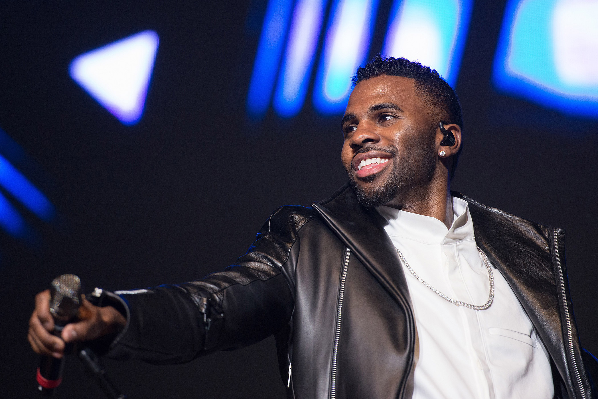 Jason Derulo performs during KTU's KTUphoria 2015 at the Nikon at Jones Beach Theater on May 31, 2015 in Wantagh, NY.
