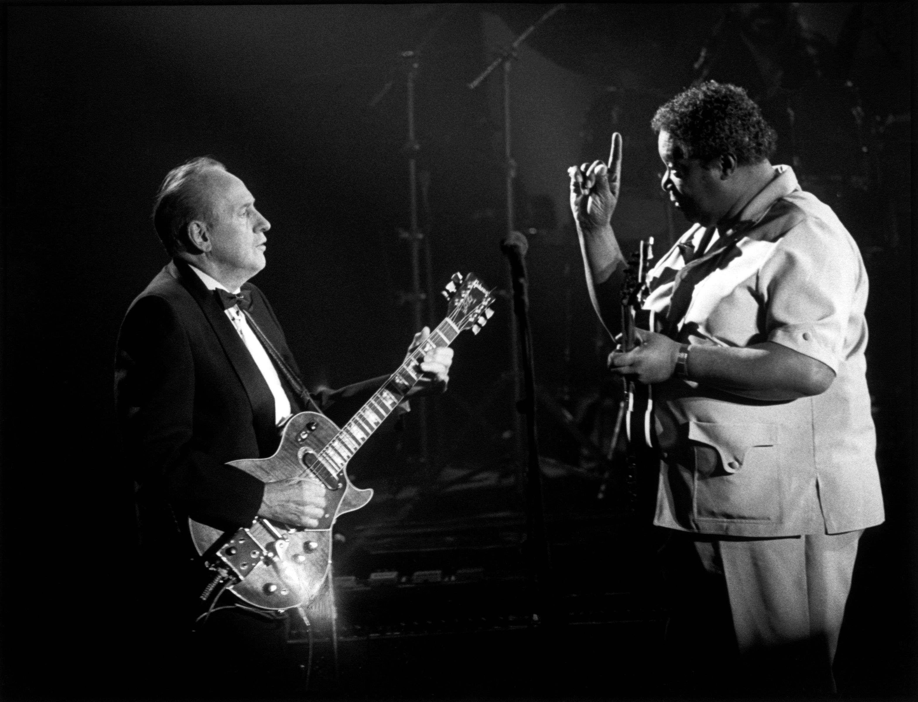 Paul was honored at a 1988 tribute concert by guitar titans like B.B. King, above.