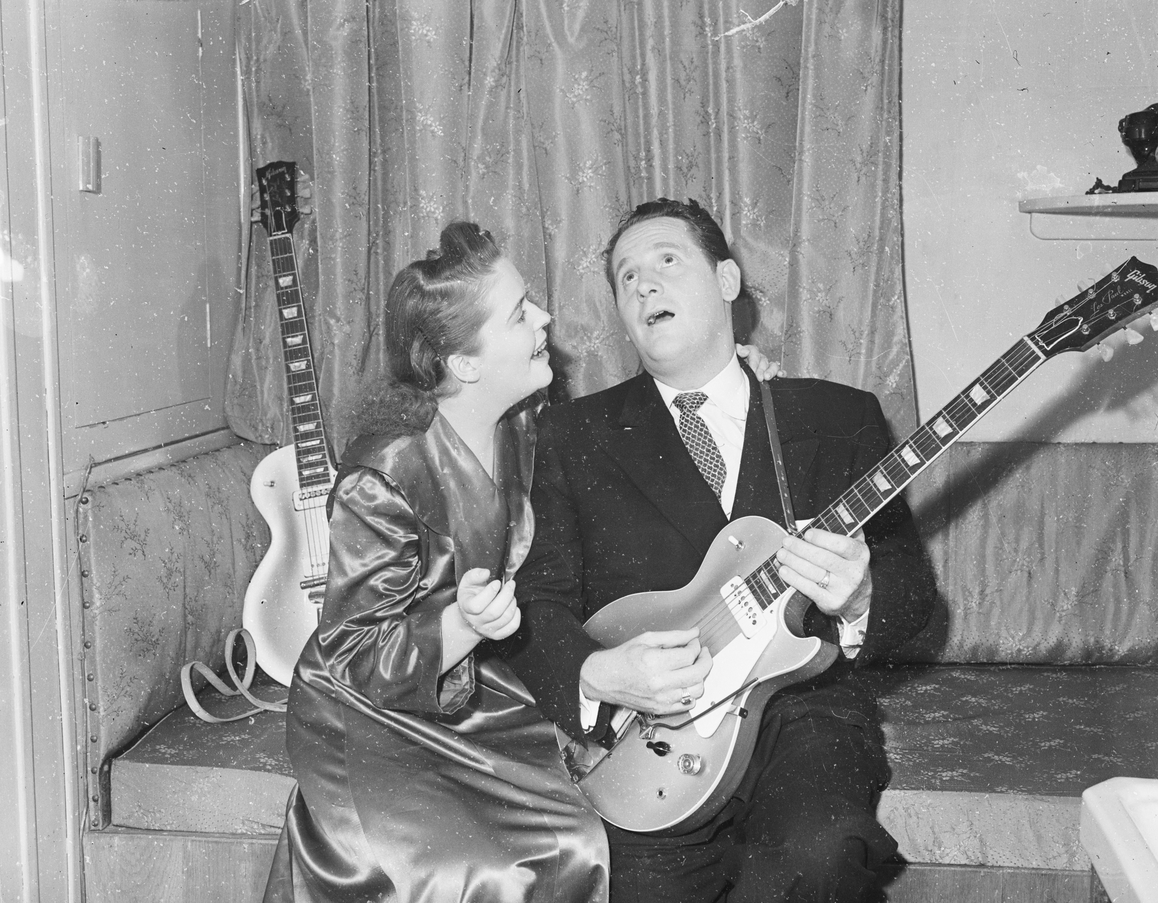 Paul's career took off in the 1940's: he jammed with Nat  King  Cole, met his idol, the great Django Reinhardt, and began seeing the young singer Ms. Mary Ford, pictured above. With Mary, Les made 36 gold records and 11 No. 1 pop hits, including  Vaya Con Dios,   How High the Moon  and  Nola.