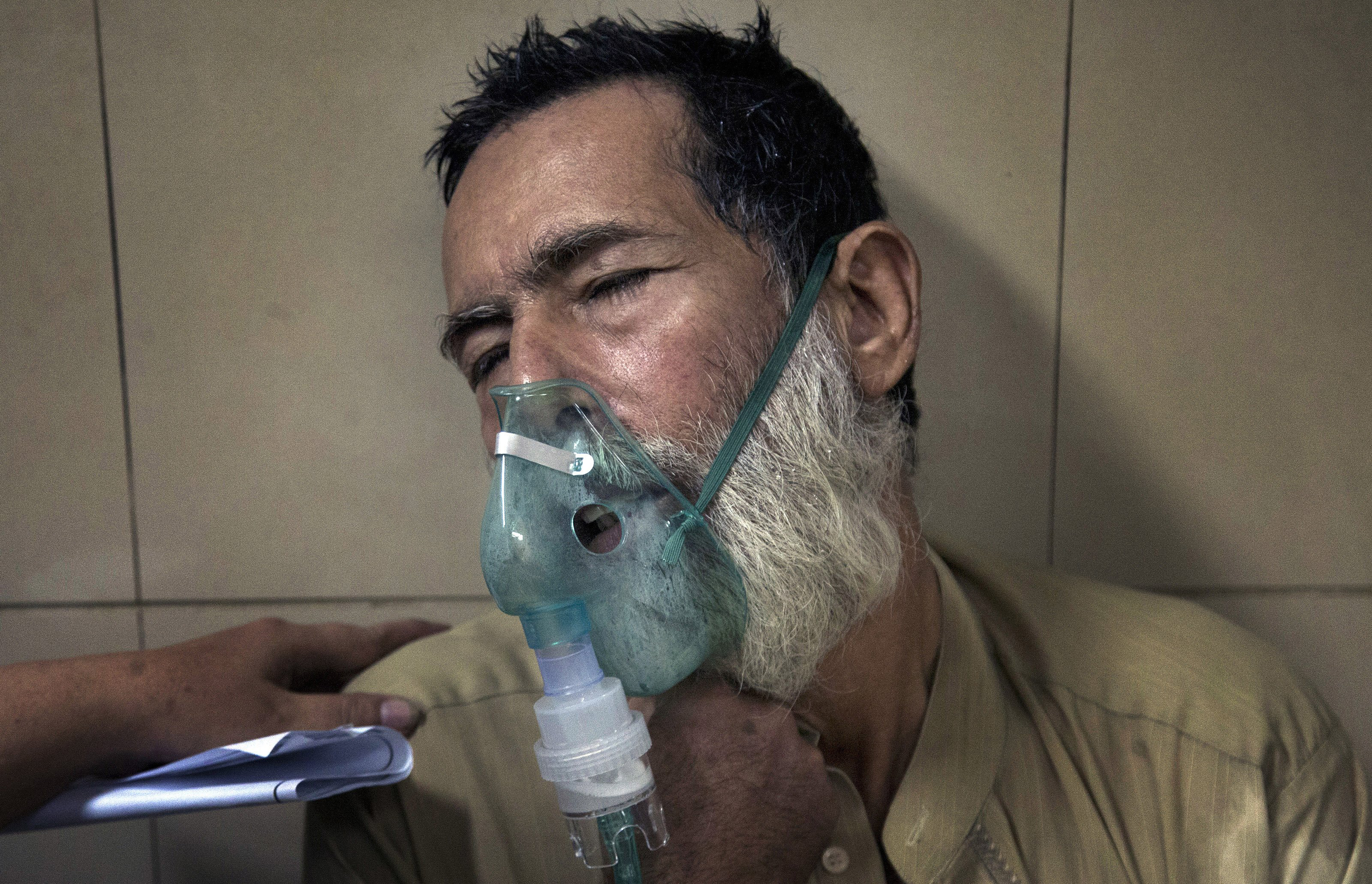 A Pakistani patient suffering from a heatstroke receives treatment at a local hospital in Karachi, Pakistan, on June 24, 2015.