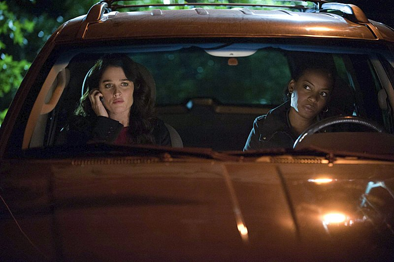 Robin Tunney and Aunjanue Ellis in The Mentalist (2008)