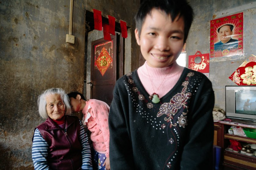 Yongyi Ou, a 12-year-old girl is kissing her grandmother Mei Lin