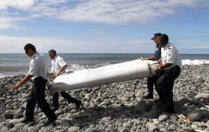 Suspected Malaysia airlines MH370 Debris Renunion