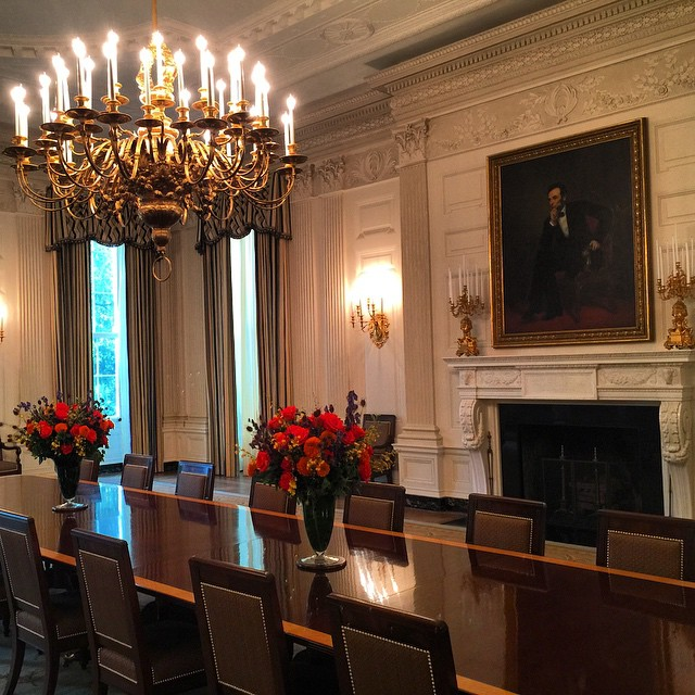 The State Dining Room where the parties happen! Directly below where the #POTUS sleeps #whitehousetour #chic #firstfamily