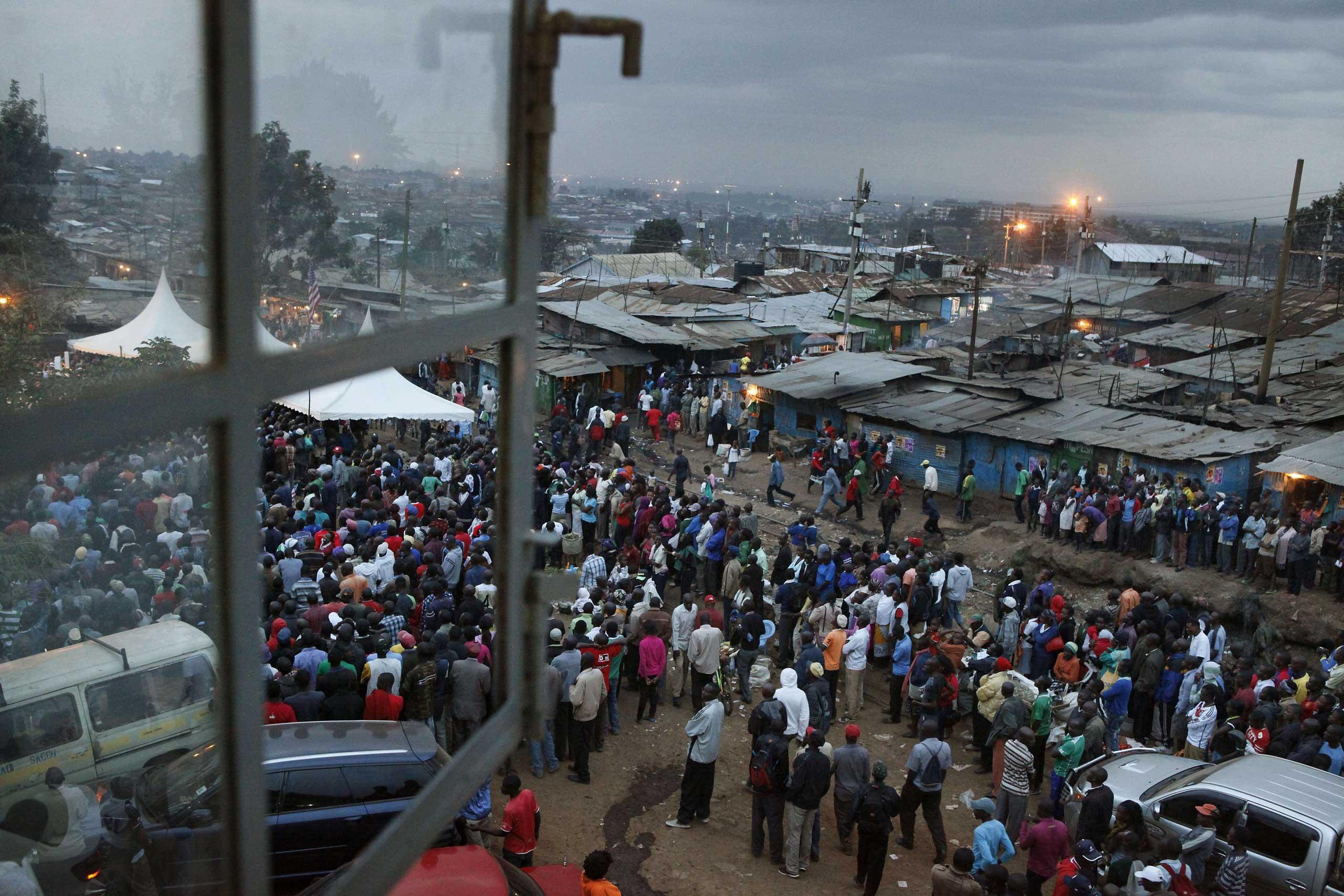 Crowds of Kenyans gather to celebrate the visit of President Barack Obama, at Kamukunji Grounds in Kibera neighborhood, Nairobi on July 24, 2015 .