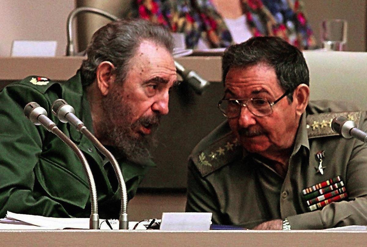 Fidel Castro (L) with his brother Raul Castro on Dec. 20, 1999 in Havana
