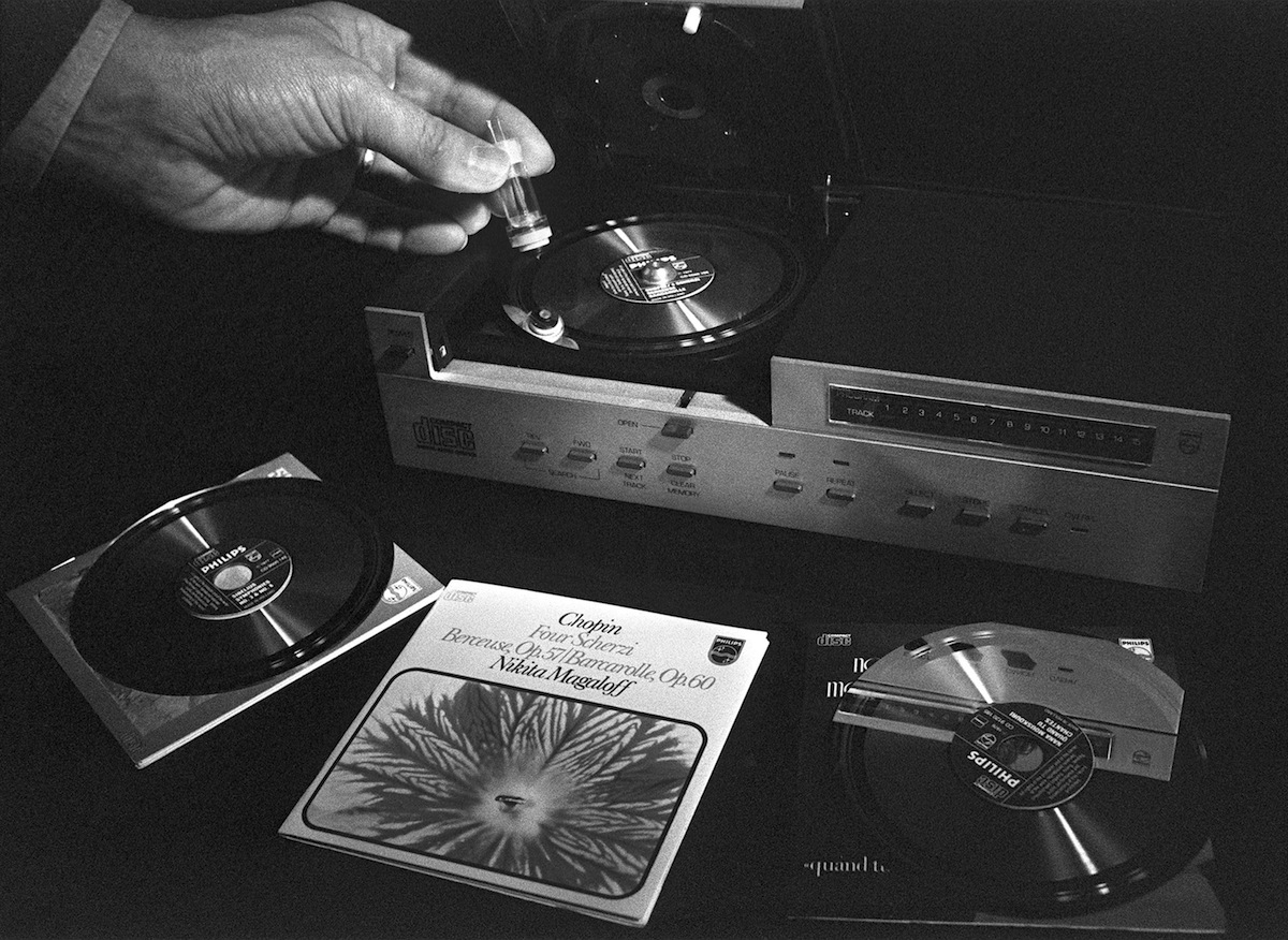 A Philips technician gives a demonstration on how to use the new compact disc (CD) on Mar. 7, 1981 in Paris.