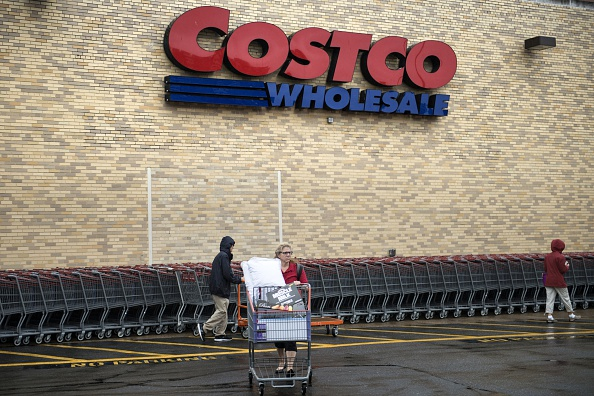 Shoppers are seen outside a Costco September 25, 2014 in Arlington, Virginia. AFP PHOTO/Brendan SMIALOWSKI        (Photo credit should read BRENDAN SMIALOWSKI/AFP/Getty Images)