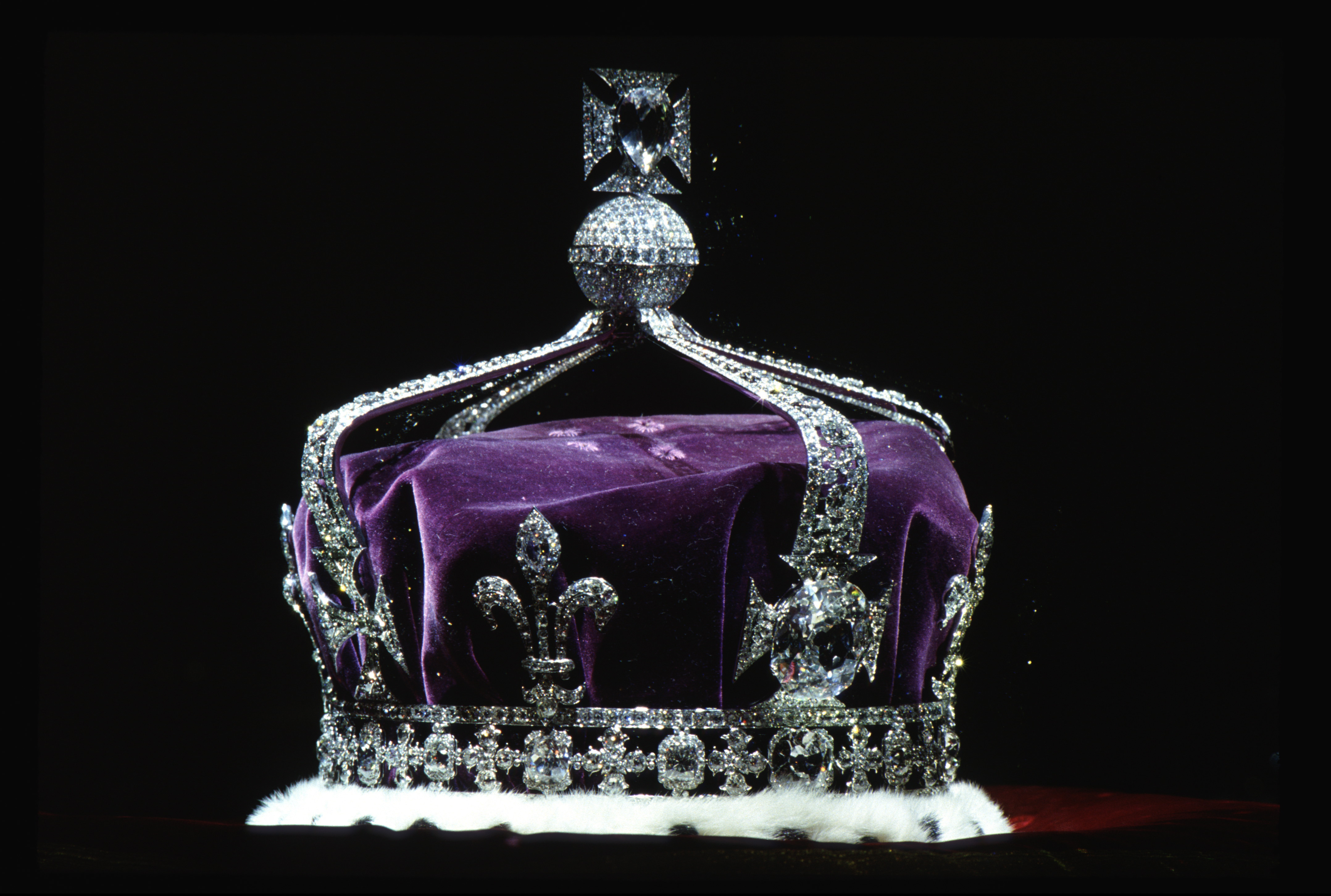 The Crown Of Queen Elizabeth The Queen Mother (1937) Made Of Platinum And Containing The Famous Koh-i-noor Diamond Along With Other Gems.