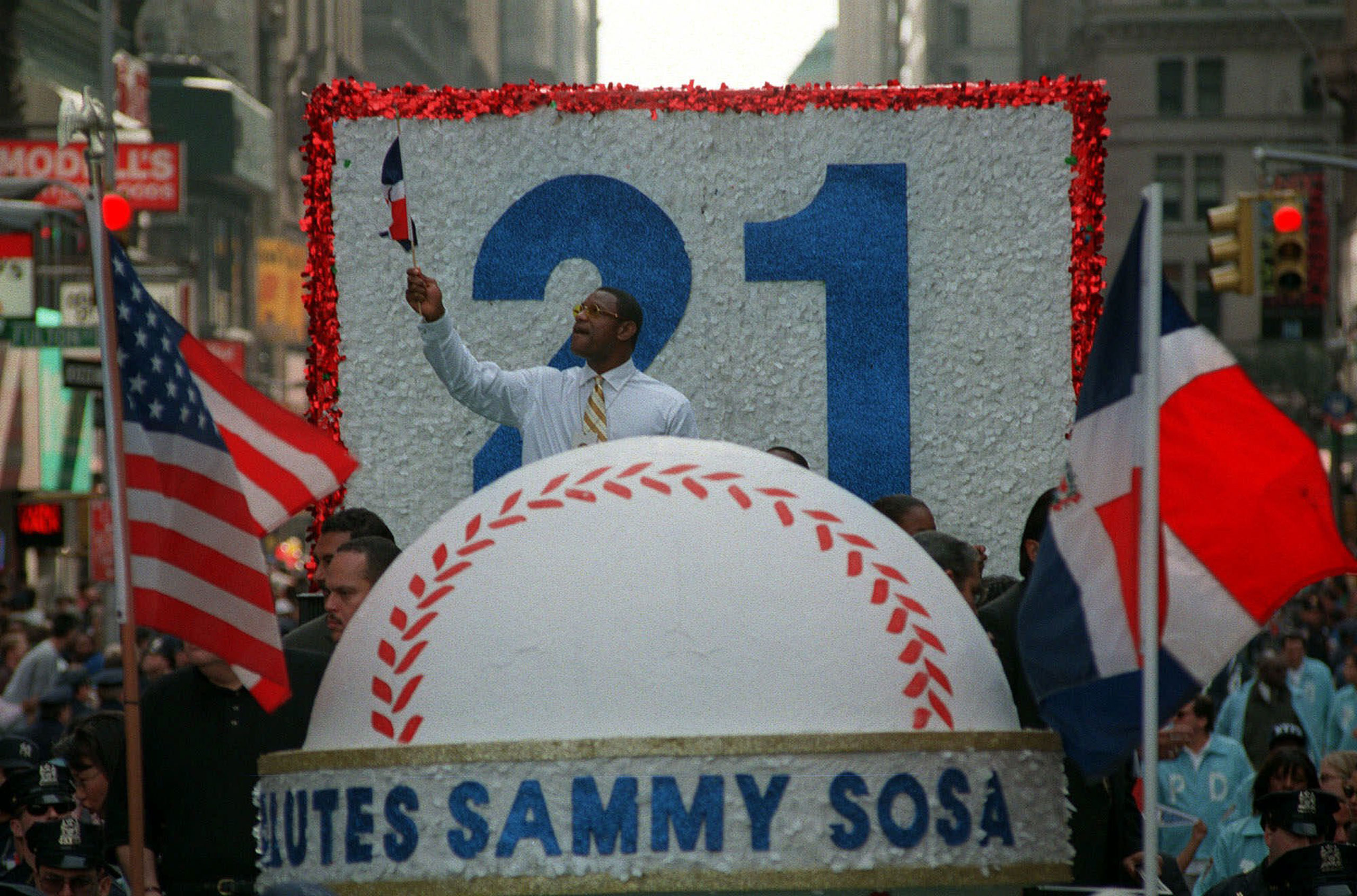 The Chicago Cubs' Sammy Sosa, between flags from the United States and the Dominican Republic, during a parade in his honor on Oct. 17, 1998, after he tied the single-season home-run record.