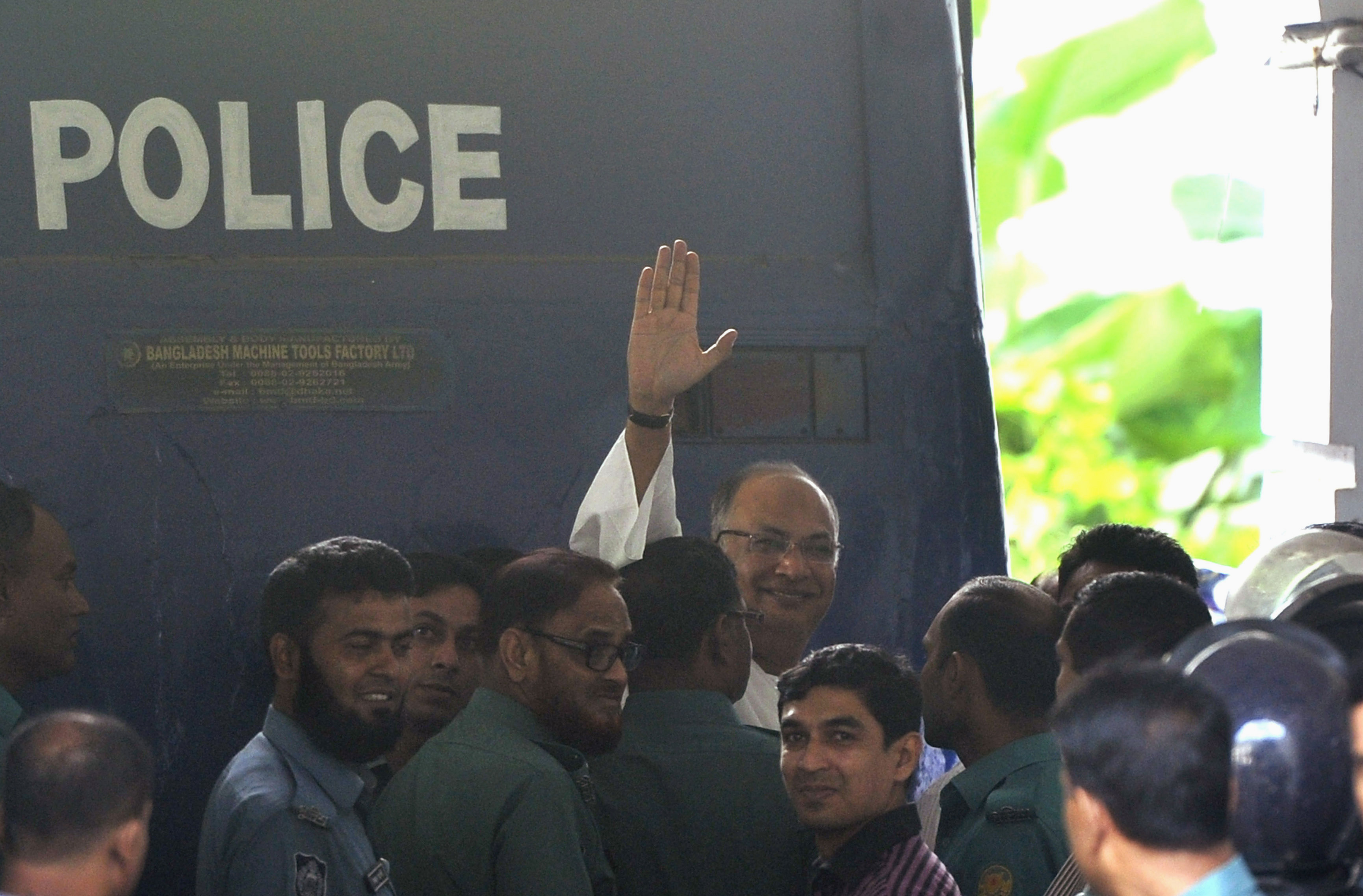Salauddin Quader Chowdhury, a senior opposition leader, waves to the media after he arrives to the war crime tribunal in Dhaka October 1, 2013