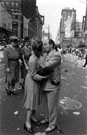 Go Behind the Lens of That Famous V-J Day Kiss in Times Square