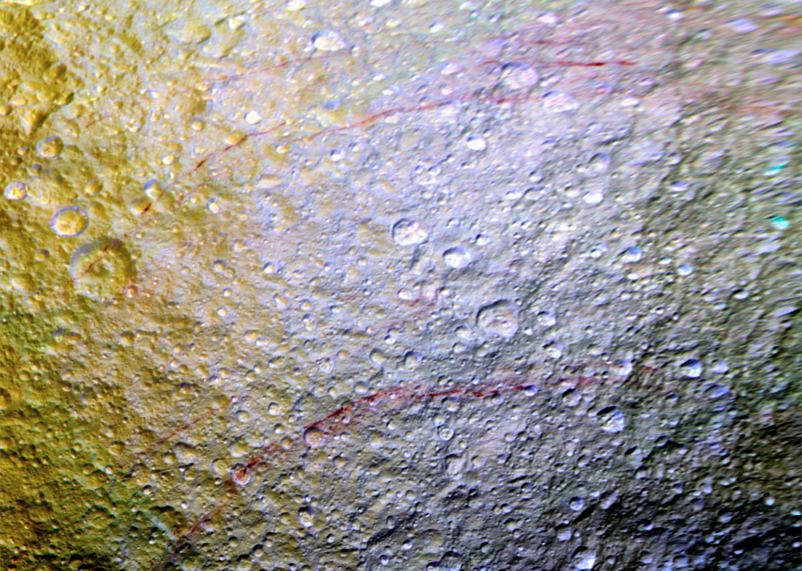Red arcs in the northern area of Tethys on April 2015.
