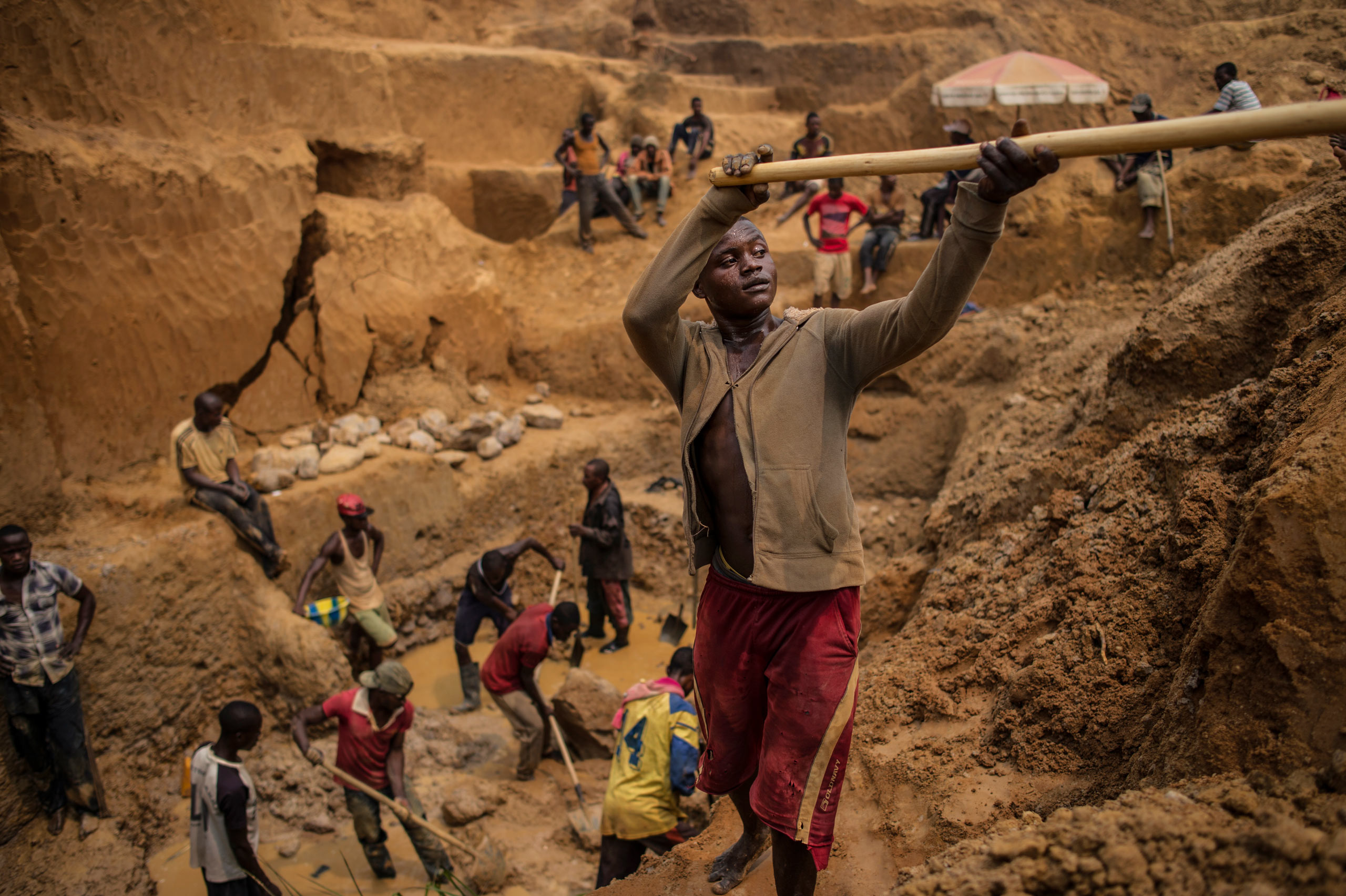 A Congolese miner works in an artisanal mine in the southwest Democratic Republic of                                   Congo. Aug. 9, 2015.