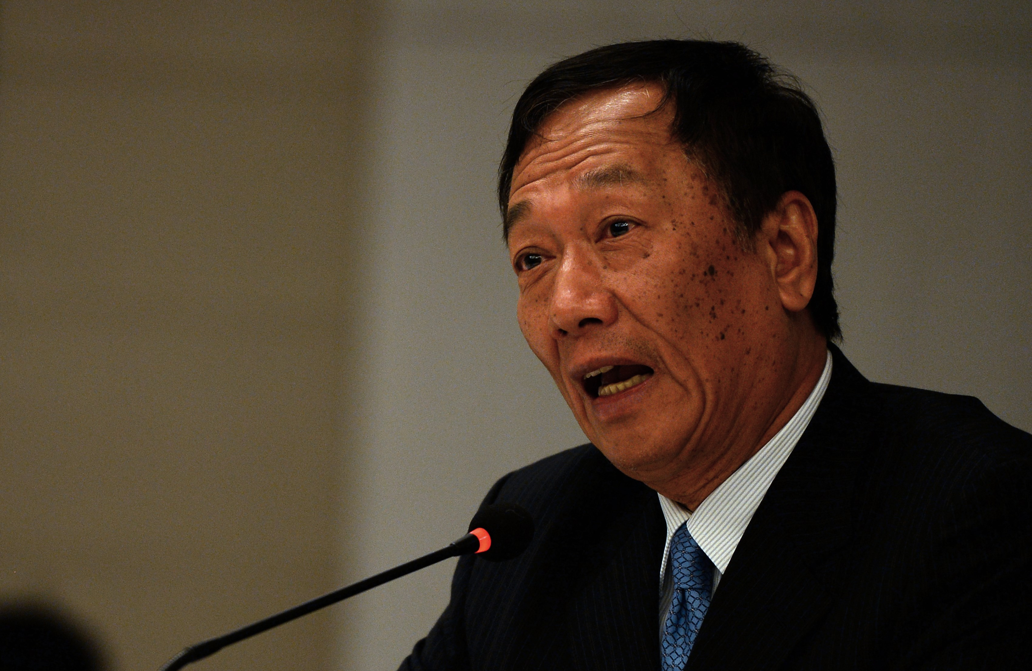 Chief Executive Officer of Taiwan-based electronics firm Foxconn Terry Gou addresses a press conference in New Delhi on Aug. 5, 2015.