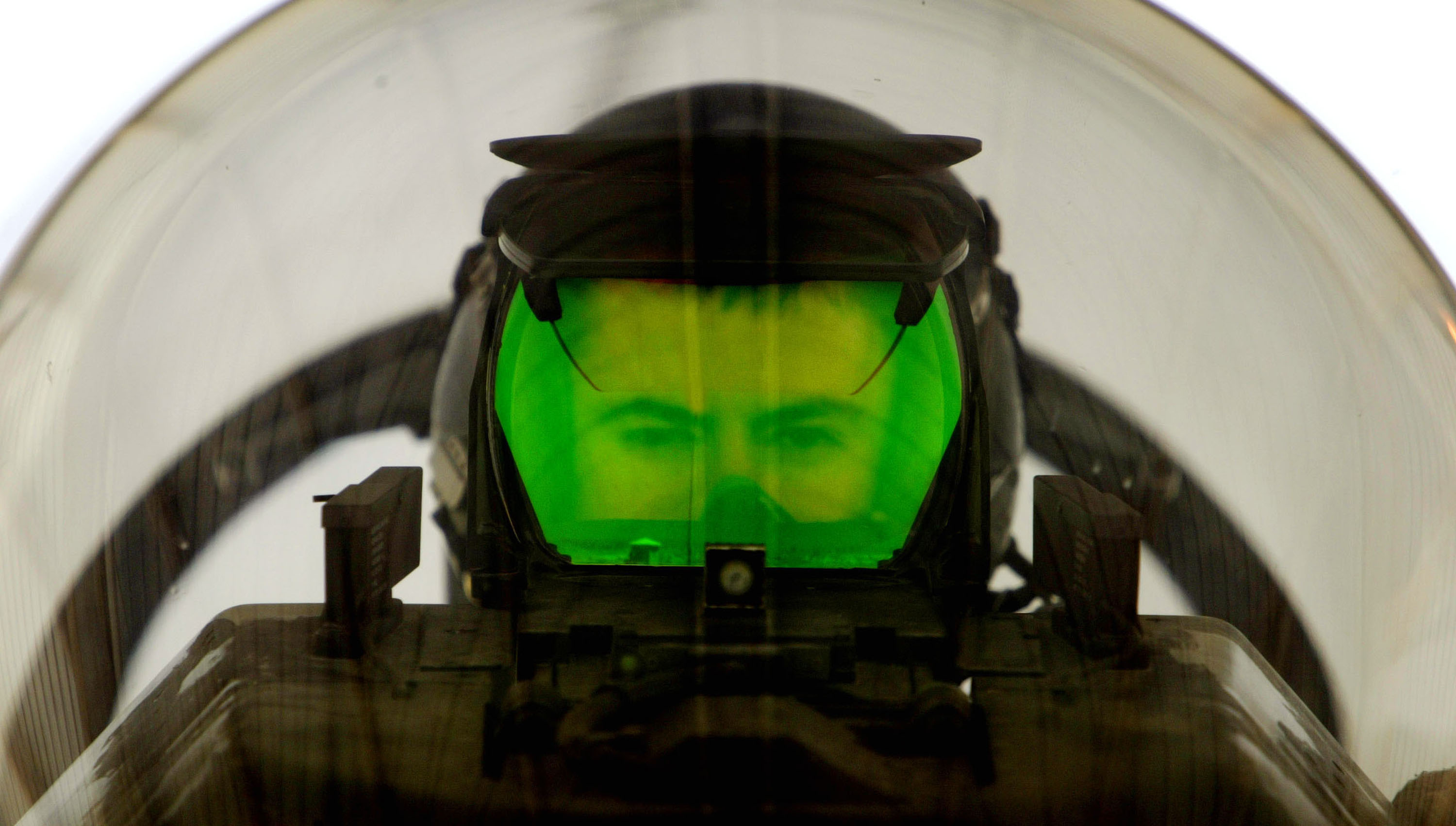 A U.S. Air Force pilot looks through the Heads Up Display (HUD) of his F-16  Fighting Falcon  as he prepares to deploy on a mission April 2, 2003 at an air base near the Iraqi border.