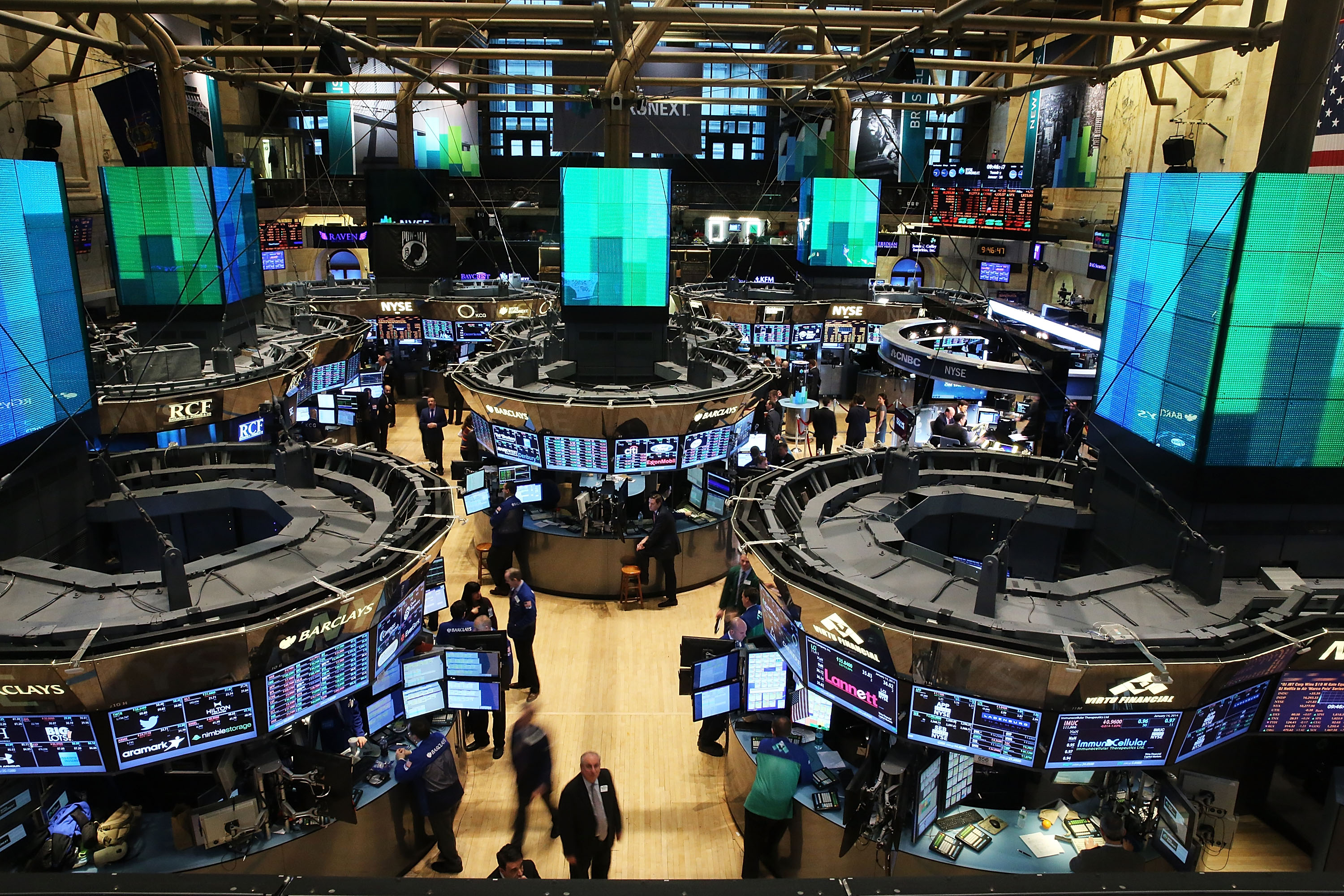 Traders work on the floor of the New York Stock Exchange on January 14, 2014 in New York City.