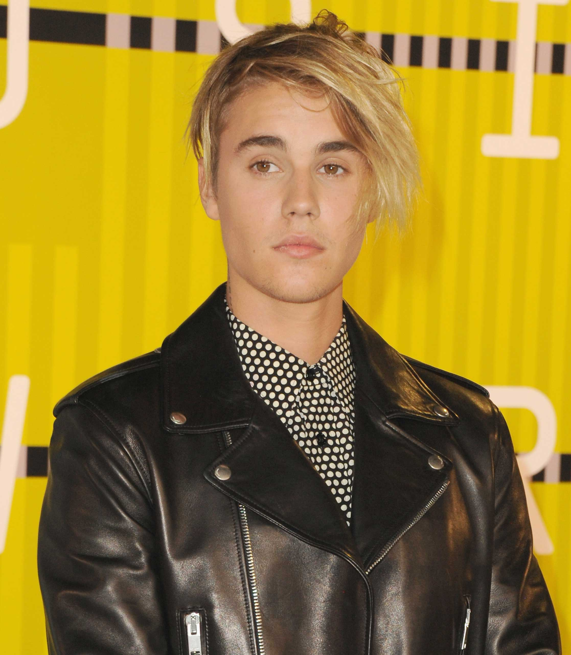 Singer Justin Bieber arrives at the 2015 MTV Video Music Awards at Microsoft Theater on August 30, 2015 in Los Angeles, California.