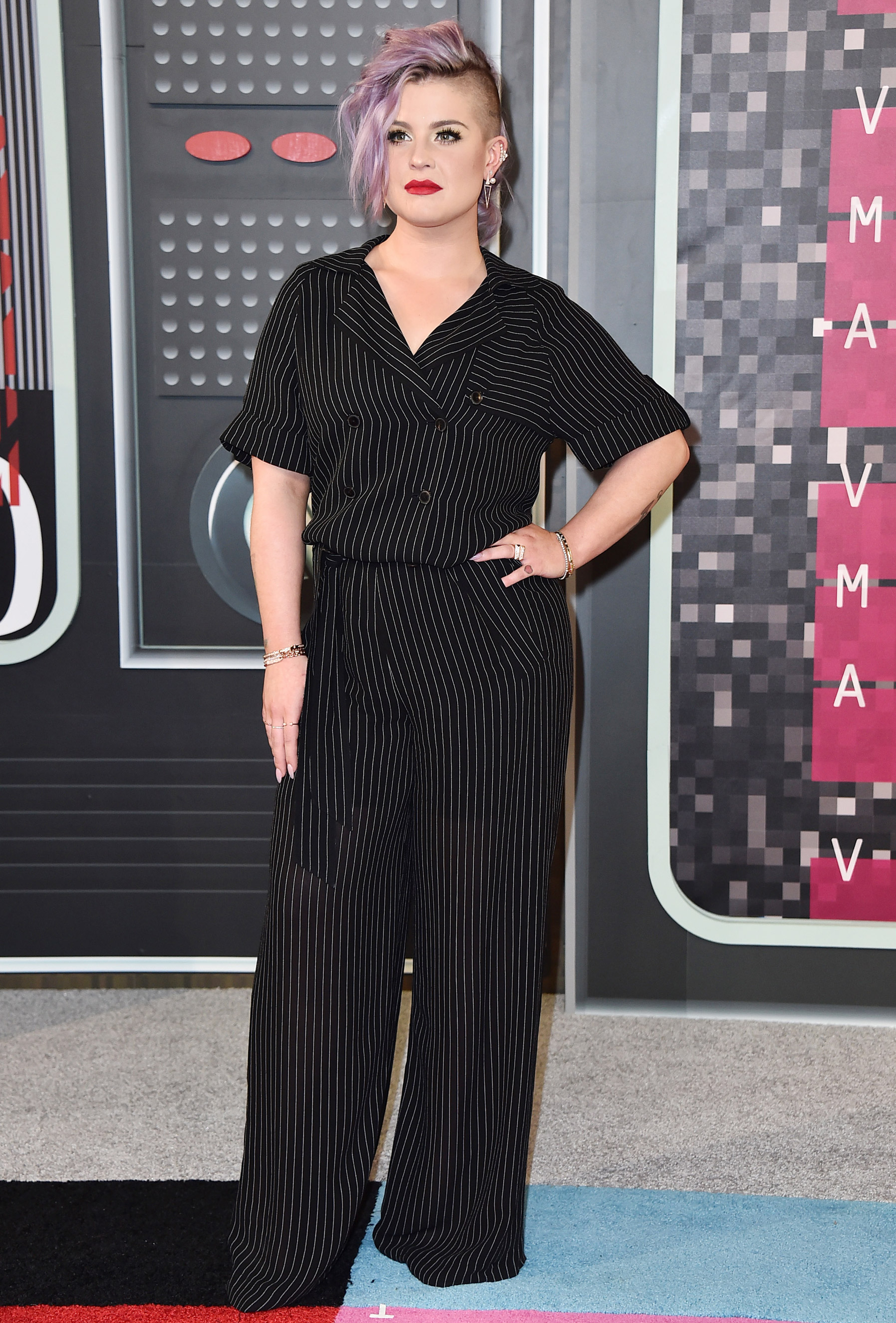 Kelly Osbourne arrives at the 2015 MTV Video Music Awards at Microsoft Theater on Aug. 30, 2015 in Los Angeles.