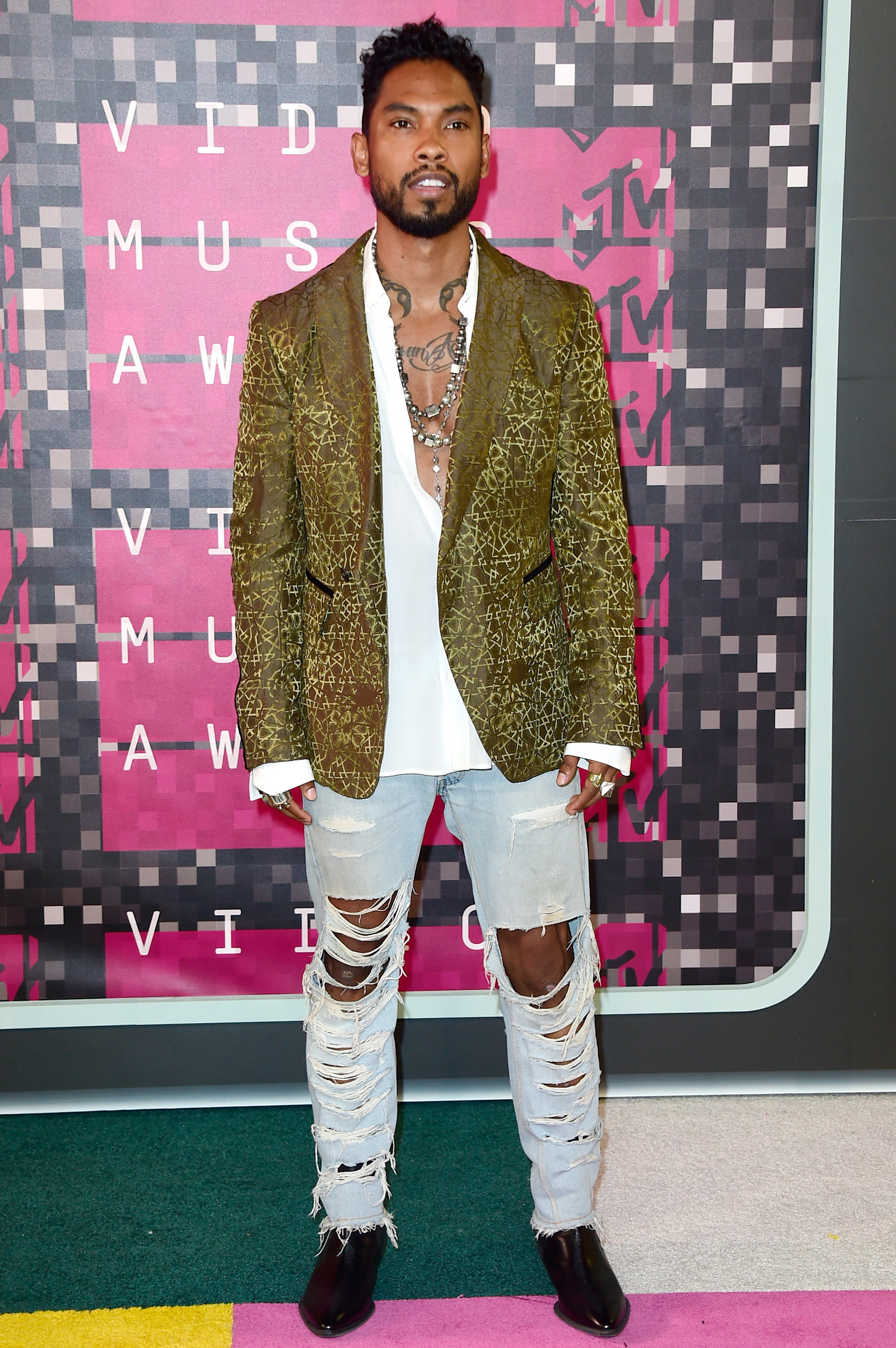 Miguel attends the 2015 MTV Video Music Awards at Microsoft Theater on August 30, 2015 in Los Angeles, California.  (Photo by Frazer Harrison/Getty Images)