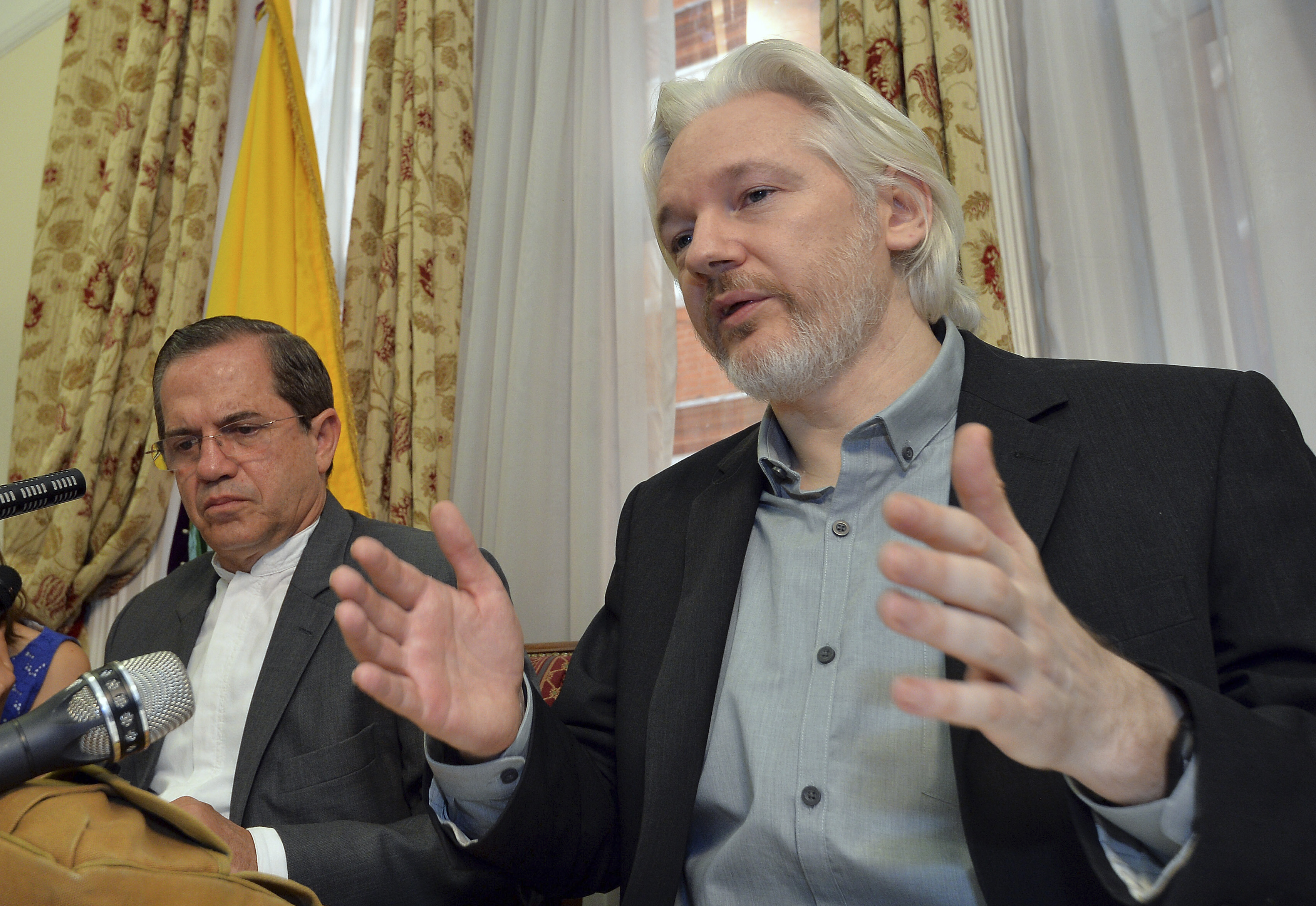 WikiLeaks founder Julian Assange (R) speaks as Ecuador's Foreign Affairs Minister Ricardo Patino listens, during a news conference at the Ecuadorian embassy in central London August 18, 2014