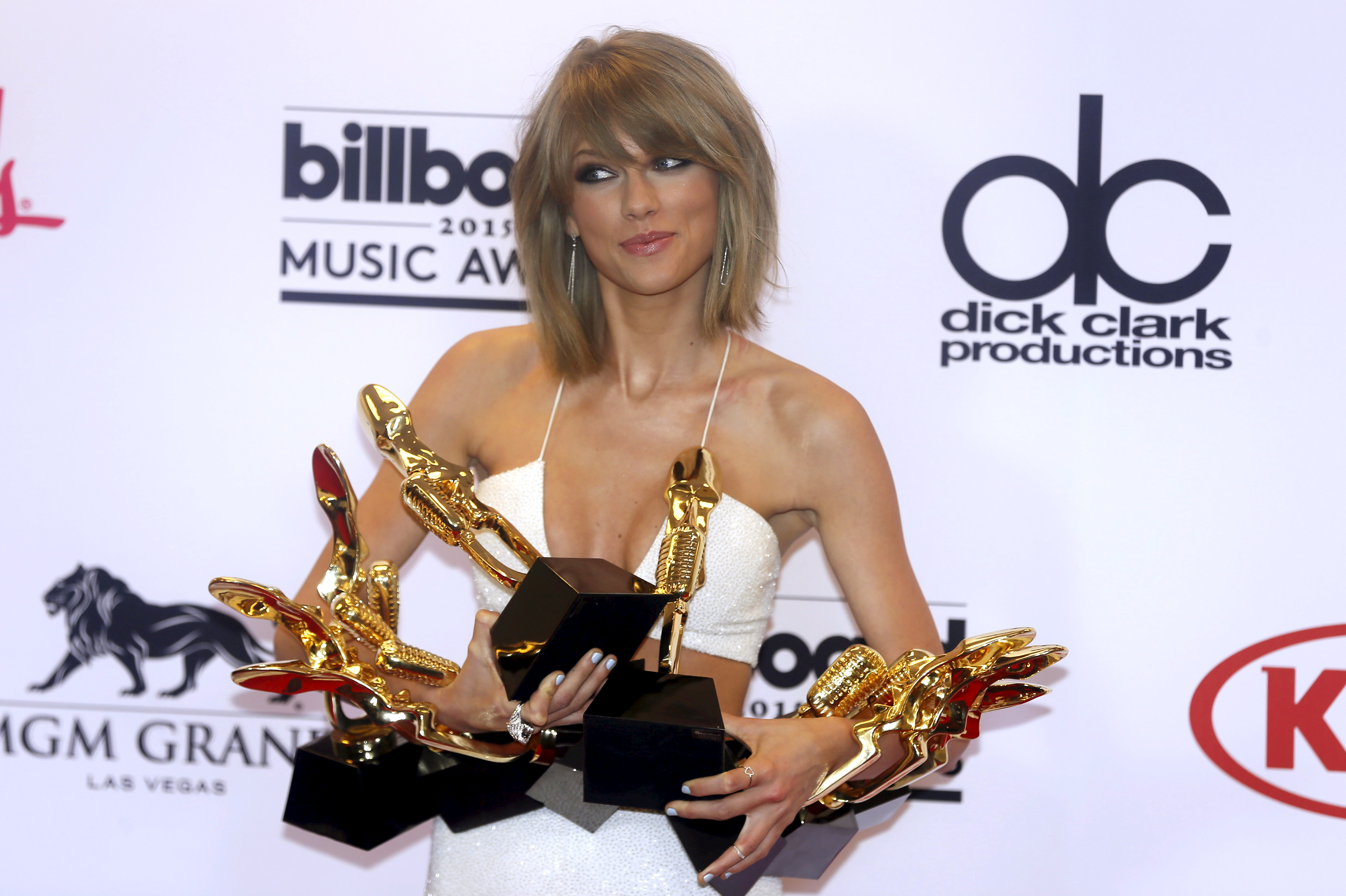 Singer Taylor Swift poses backstage at the 2015 Billboard Music Awards in Las Vegas, Nev., May 17, 2015