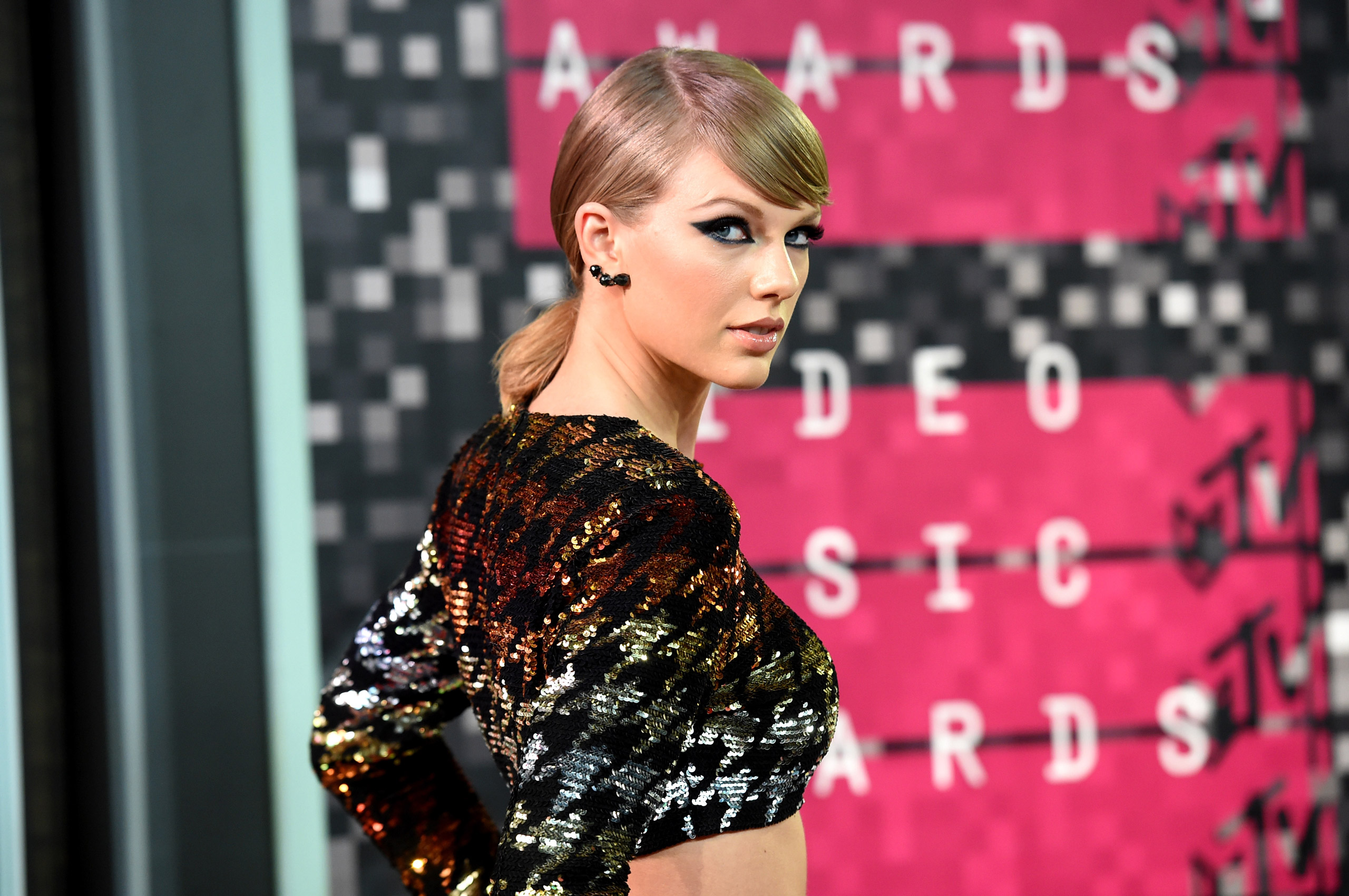 Taylor Swift attends the 2015 MTV Video Music Awards at Microsoft Theater in Los Angeles on Aug. 30, 2015.