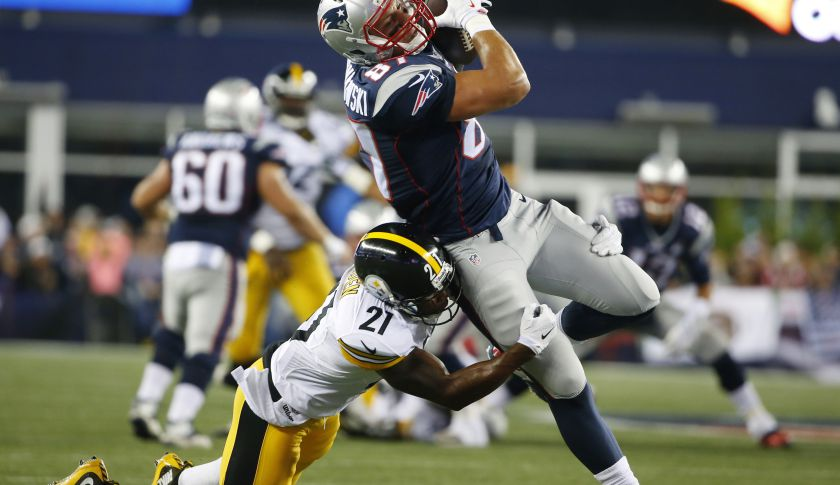 New England Patriots tight end Rob Gronkowski (87).