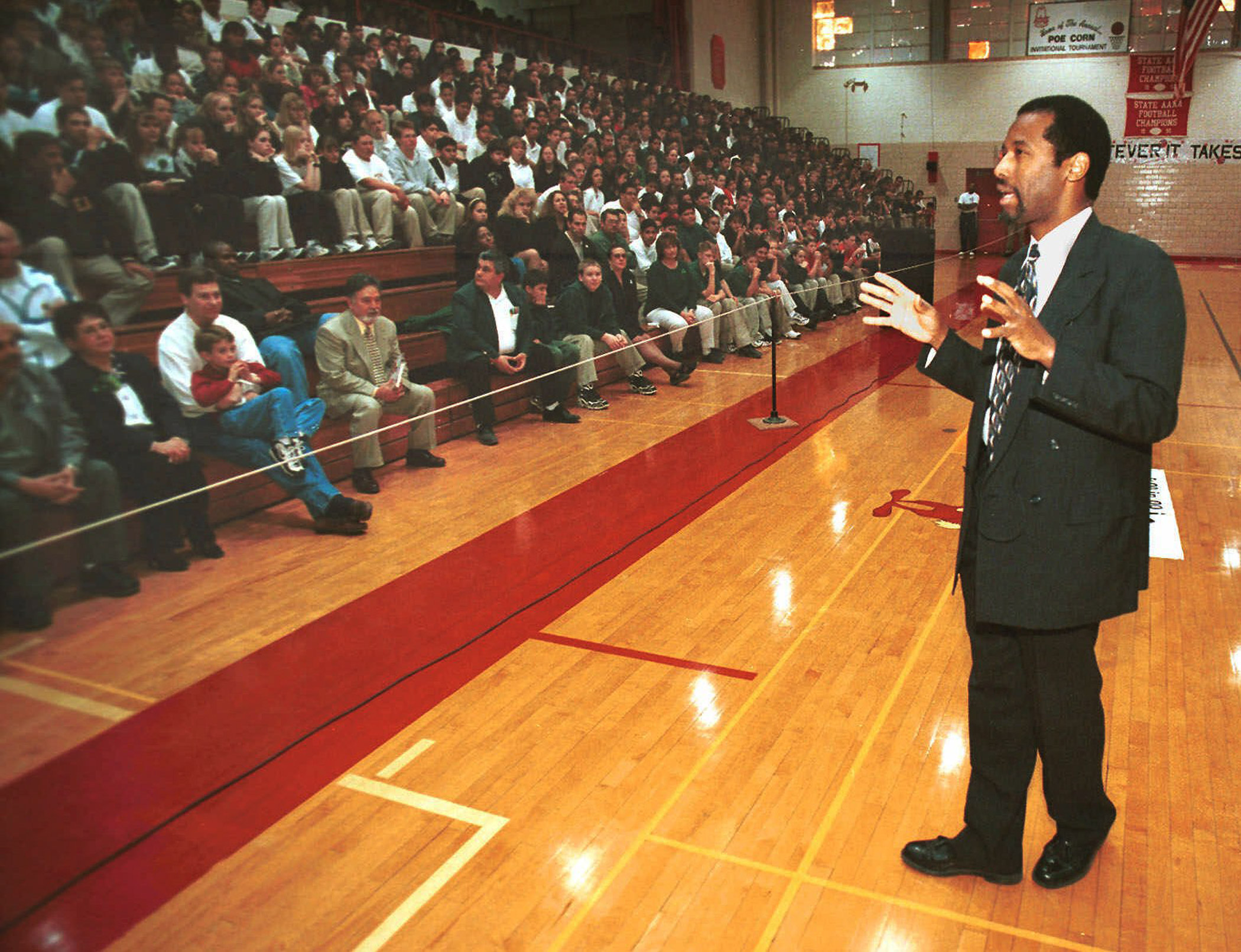Dr. Ben Carson shares his personal story with middle school students on March 17, 2000 in Roswell, N.M.