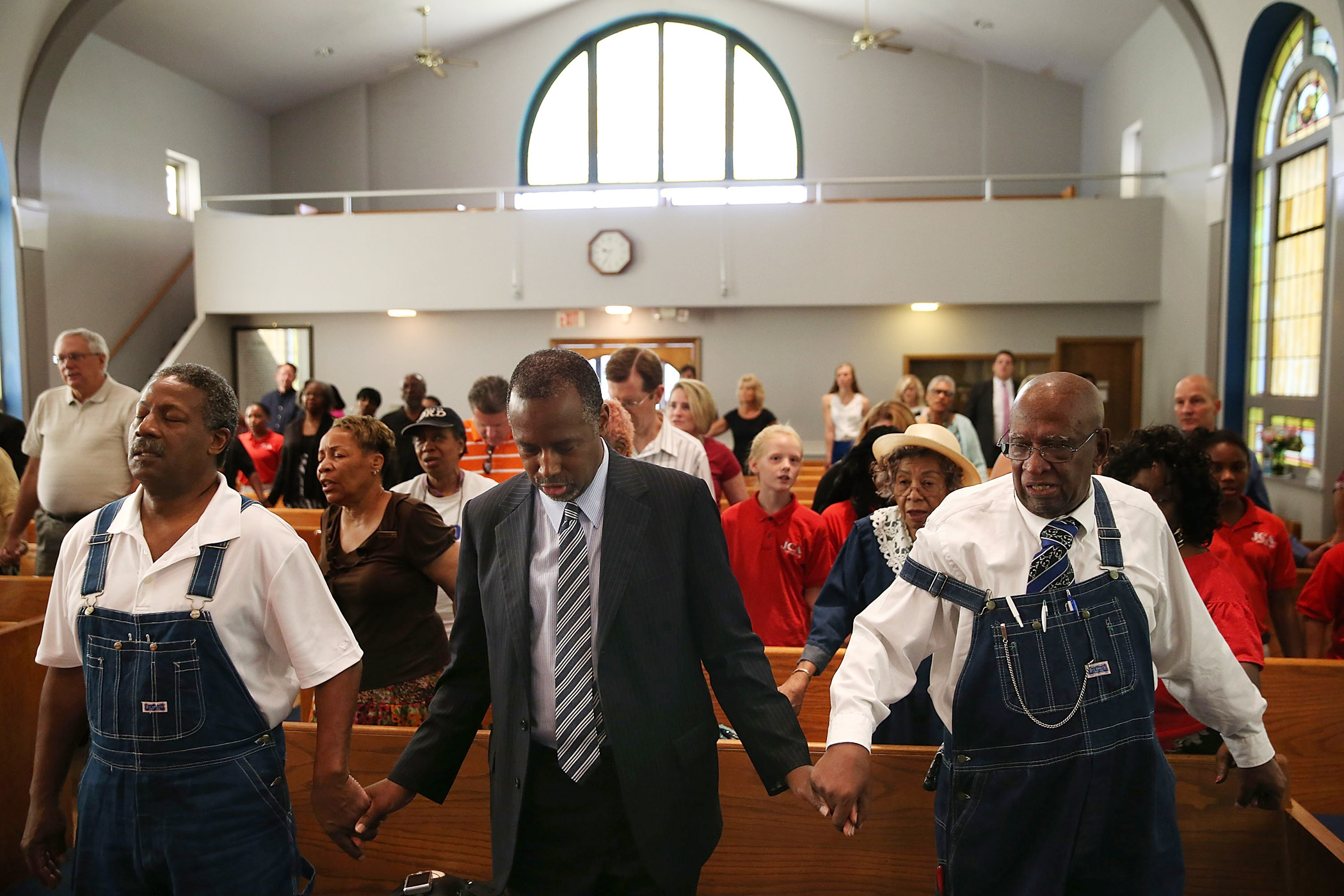 Ben Carson prays during church services at Maple Street Missionary Baptist Church  on Aug. 16, 2015 in Des Moines , Iowa.