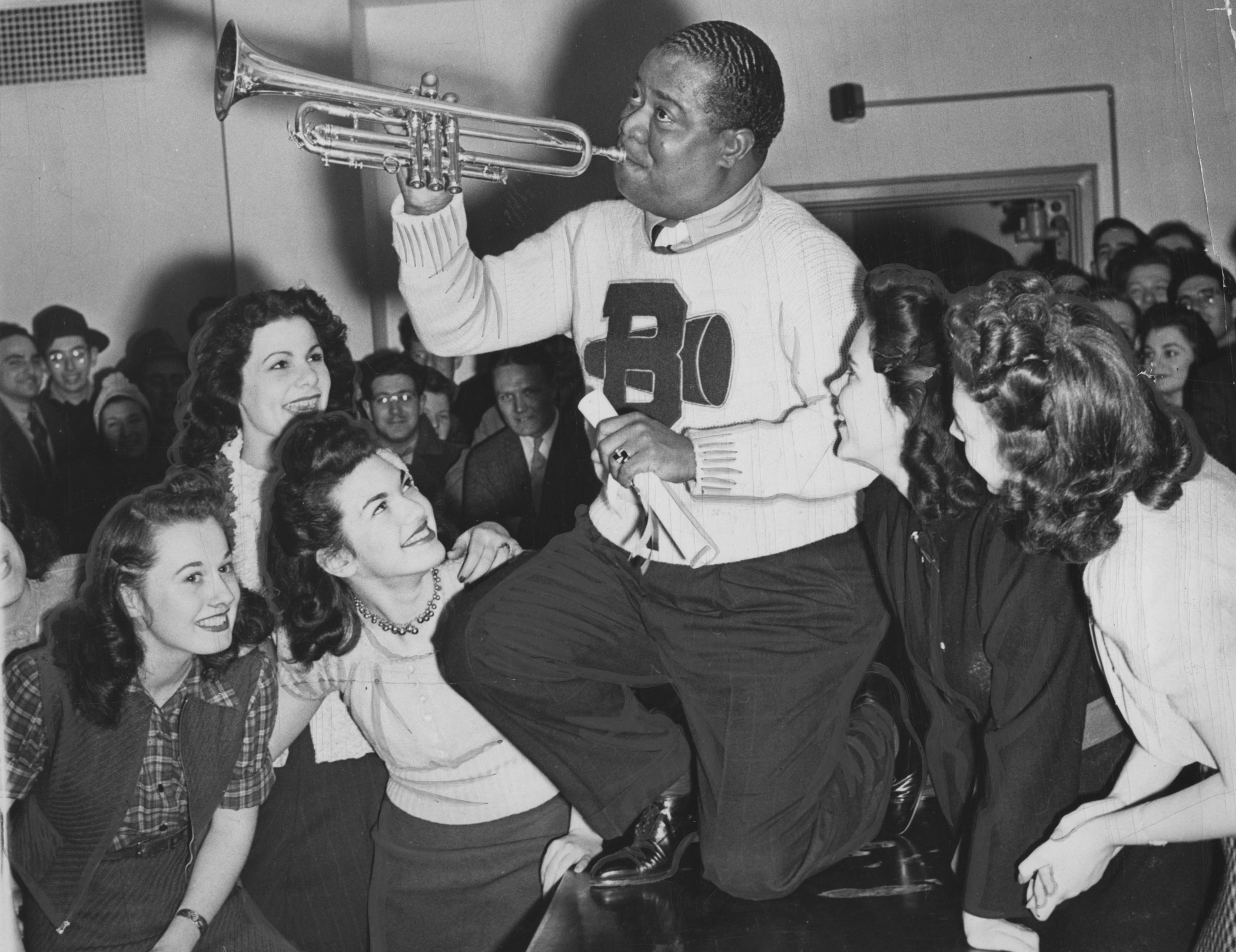 <b>Louis Armstrong</b> sang the theme song for  <i>On Her Majesty's Secret Service</i>.