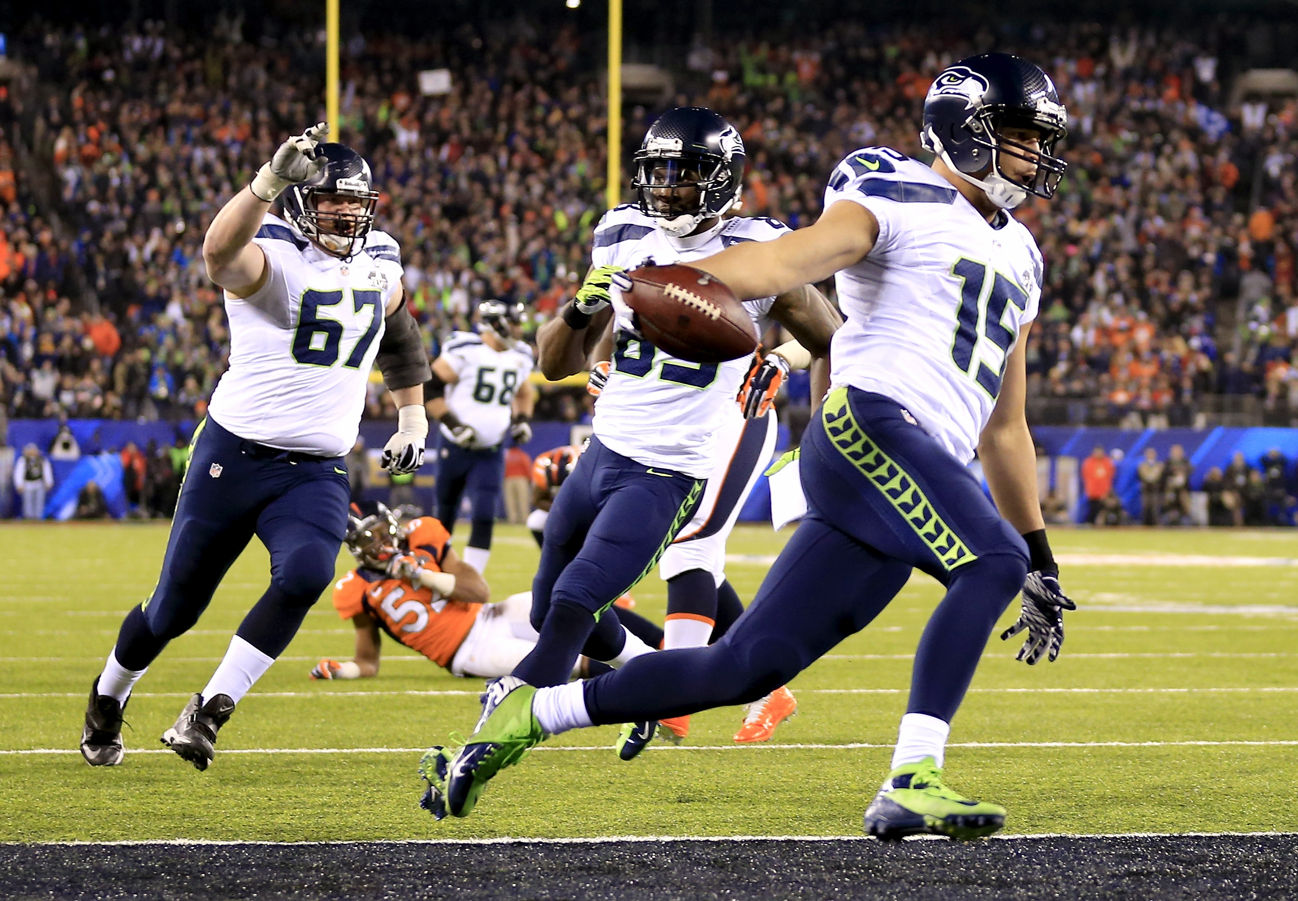 Wide receiver Jermaine Kearse #15 of the Seattle Seahawks runs 23 yards to score a third quarter touchdown against the Denver Broncos during Super Bowl XLVIII at MetLife Stadium on February 2, 2014 in East Rutherford, New Jersey.