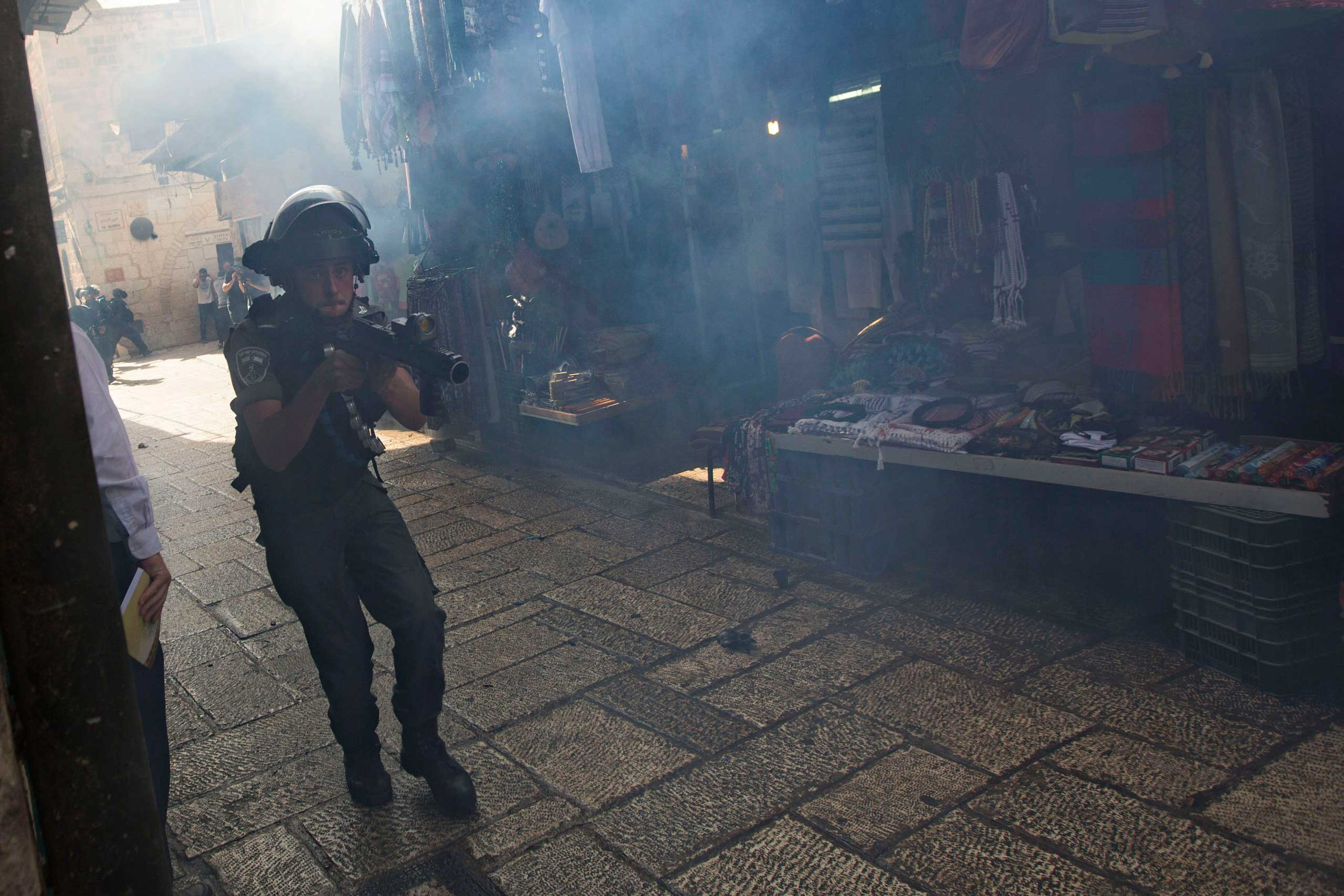 An Israeli border police officer is seen during clashes with Palestinian protesters in Jerusalem's old city, on Sept. 15, 2015, in a third straight day of unrest at Jerusalem's most sensitive holy site.