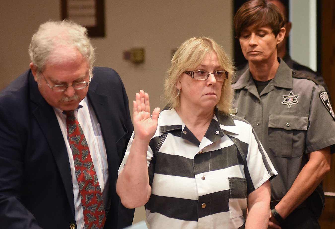 Joyce Mitchell raises her hand during a court appearance in Plattsburgh, N.Y.,  July 28, 2015