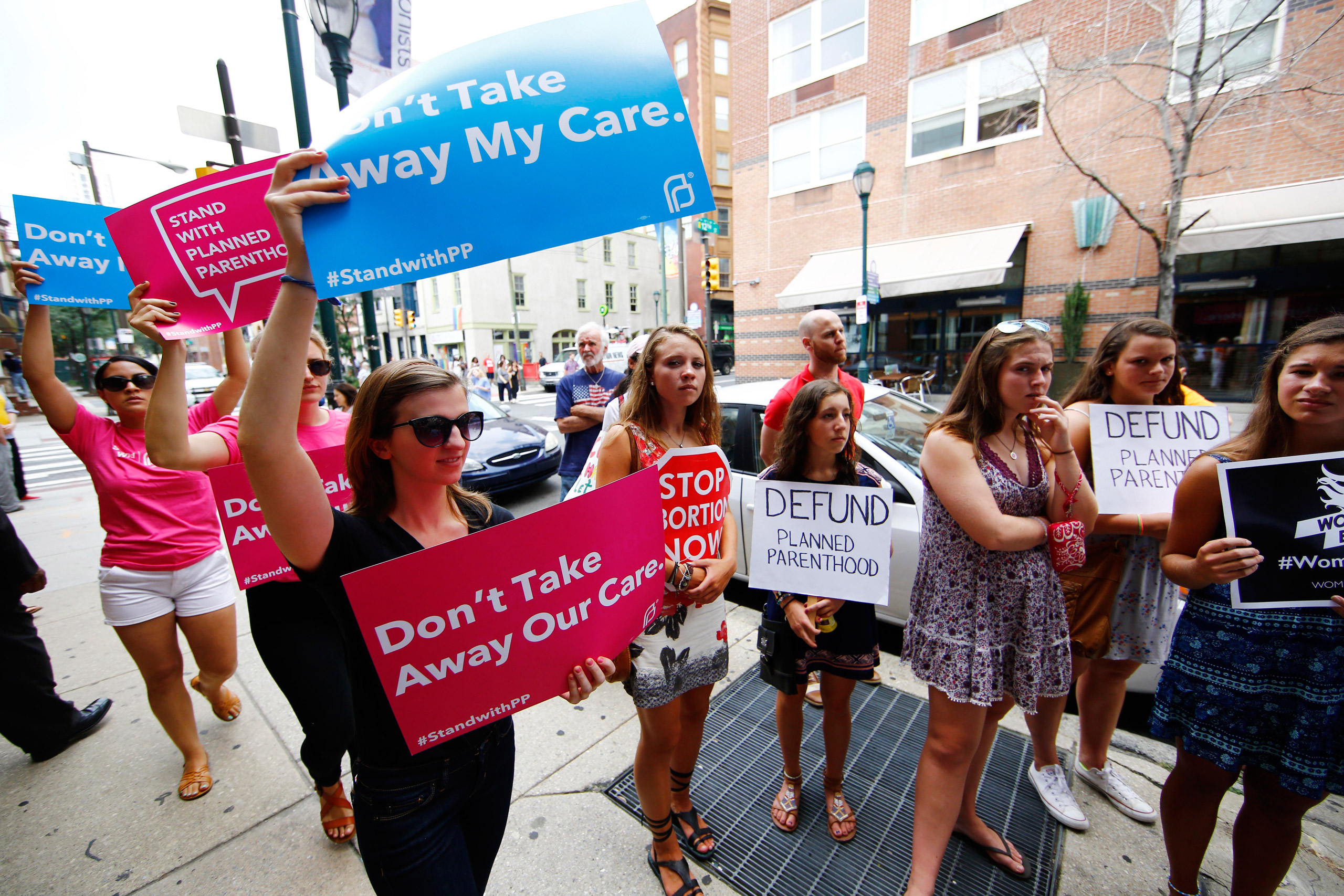 Opponents and supporters of Planned Parenthood demonstrate in Philadelphia on July 28, 2015.