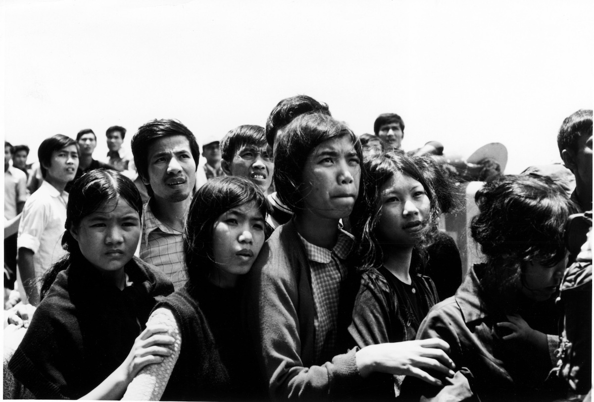 On April 23, 1975, North Vietnamese refugees who had left the region of Phan Rang were carried on board the Durham cargo ship on the China Sea to the merchant navy ship Transcolorado to reach the south.