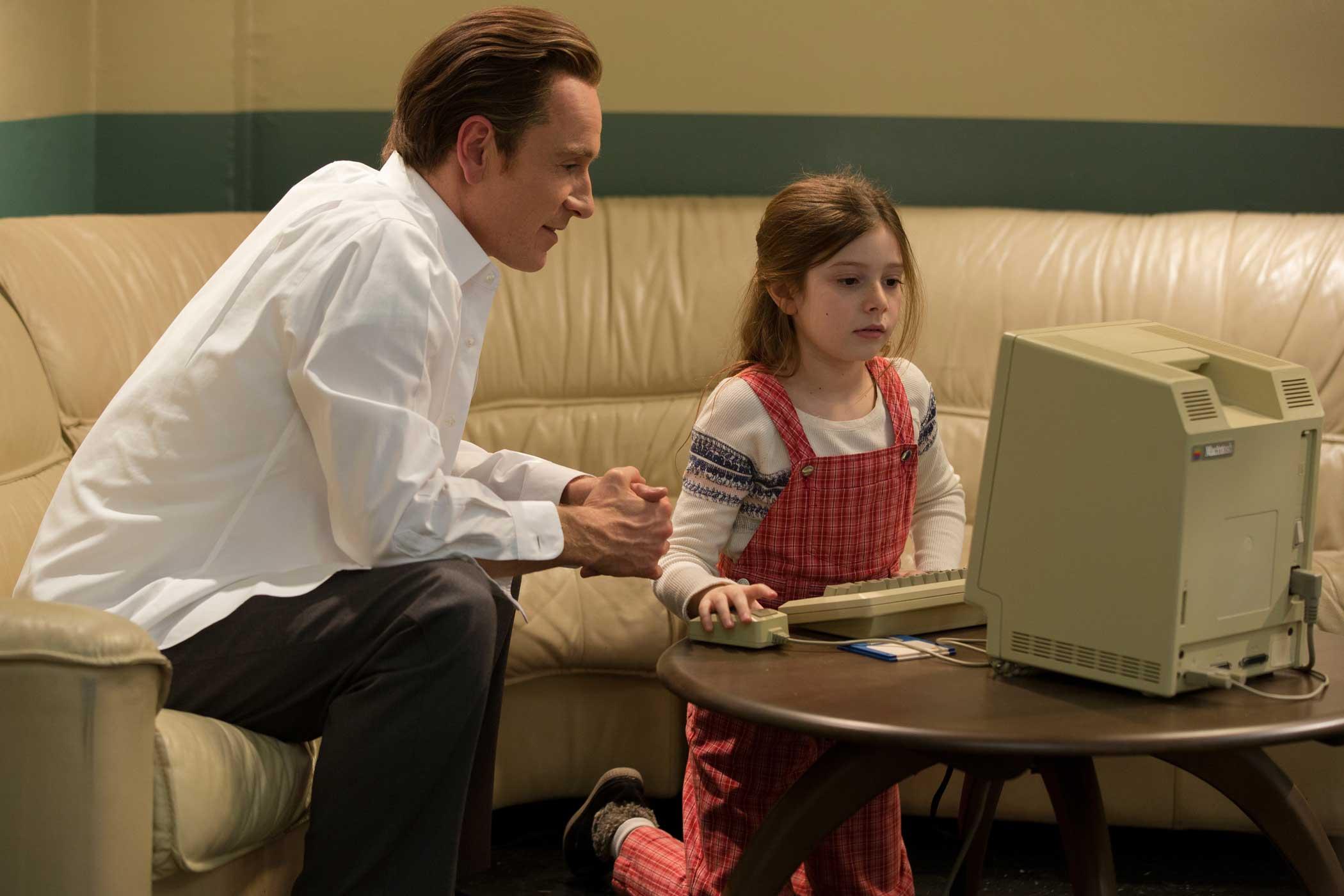 Steve Jobs Michael Fassbender) with daughter (Lisa Brennan Makezie Moss).