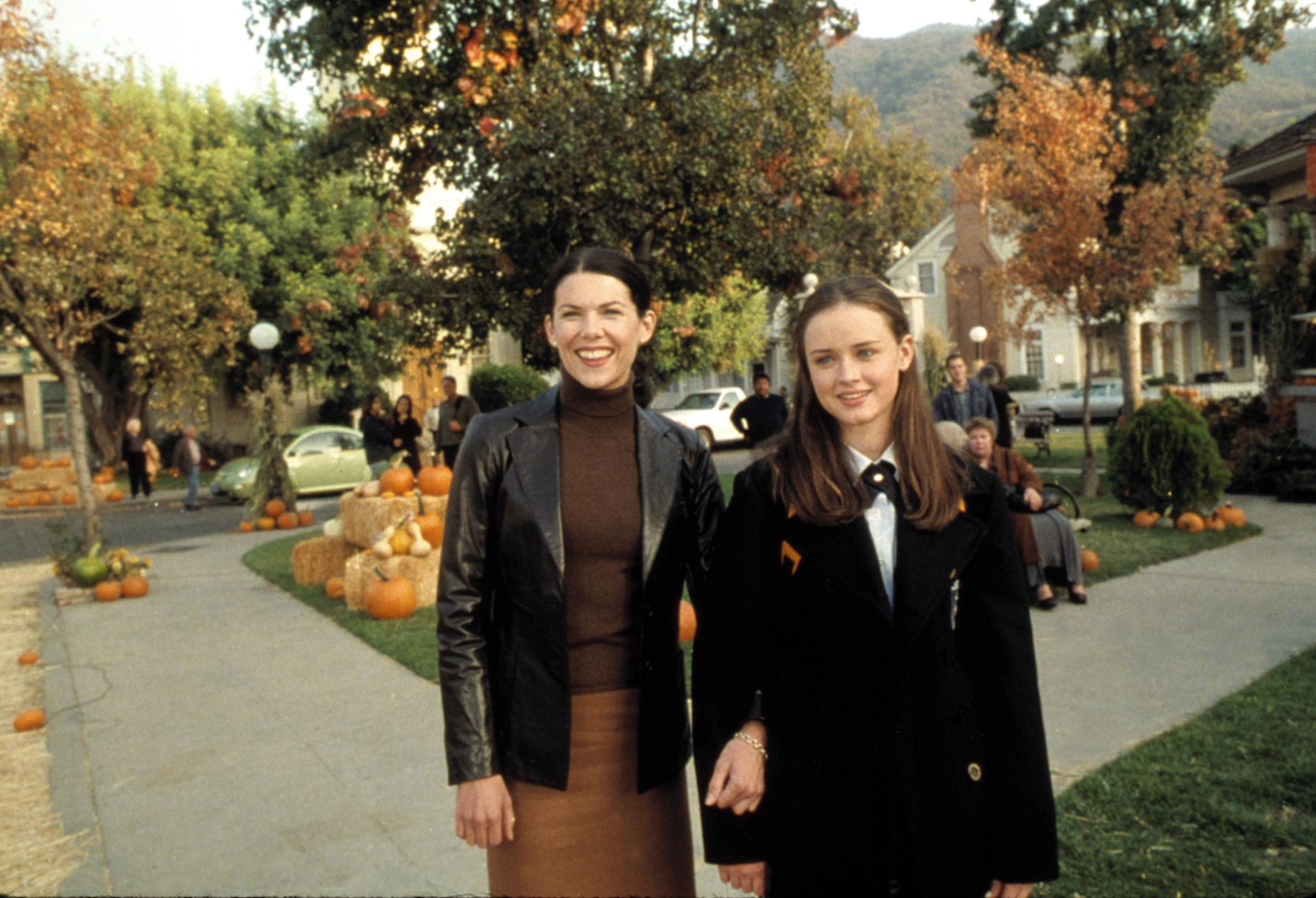 Lauren Graham and Alexis Bledel in  Kiss & Tell,  (Season 1, Episode 7) of GILMORE GIRLS (aired November 16, 2000)