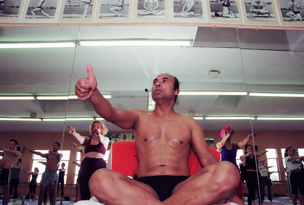 Bikram Choudhury instructs his yoga class in heated room in Beverly Hills, Calif., on Feb. 2, 2000