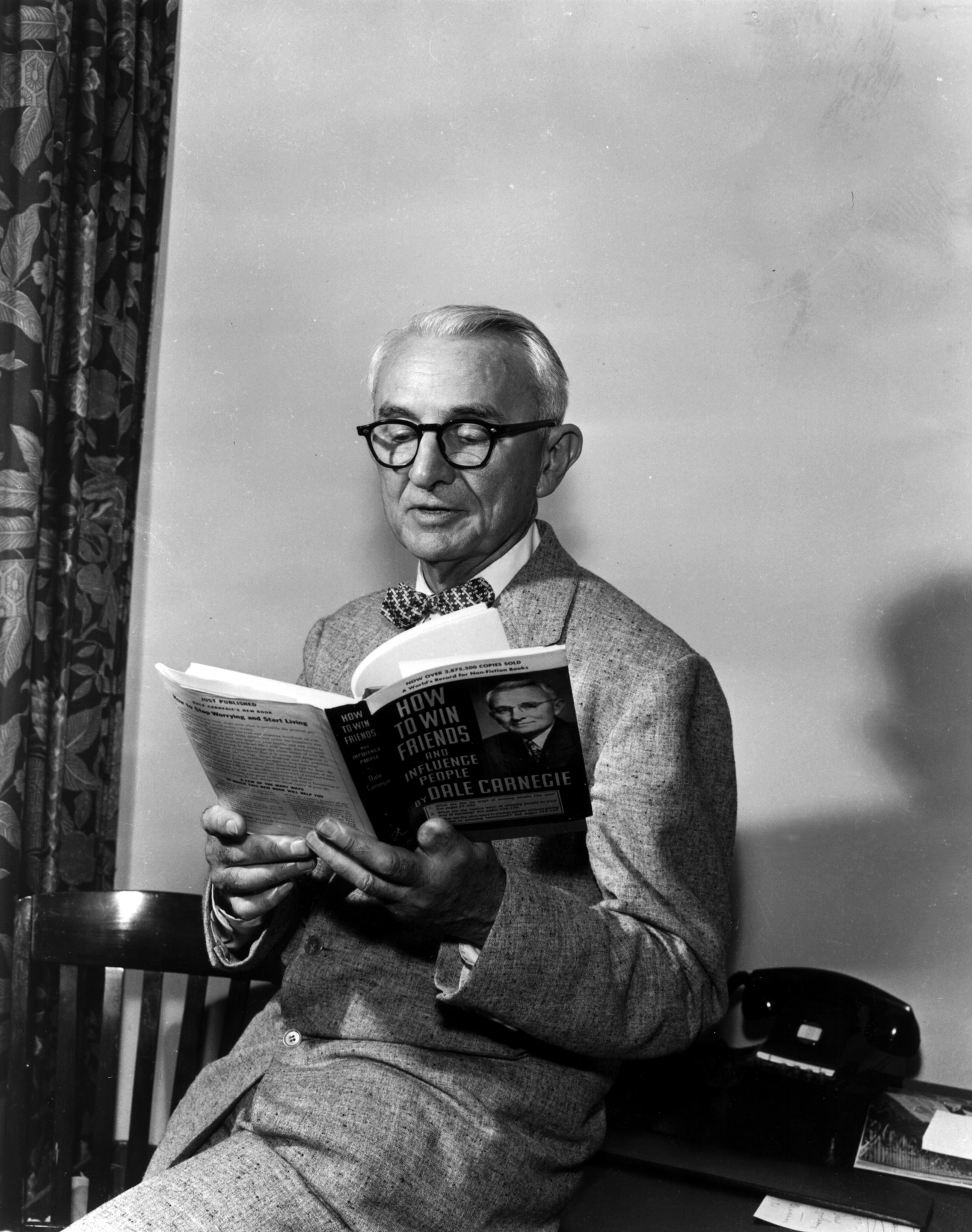 Dale Carnegie at the National Convention of the Sale Carnegie Institute of Effective Speaking and Human Relations on July 7, 1955.