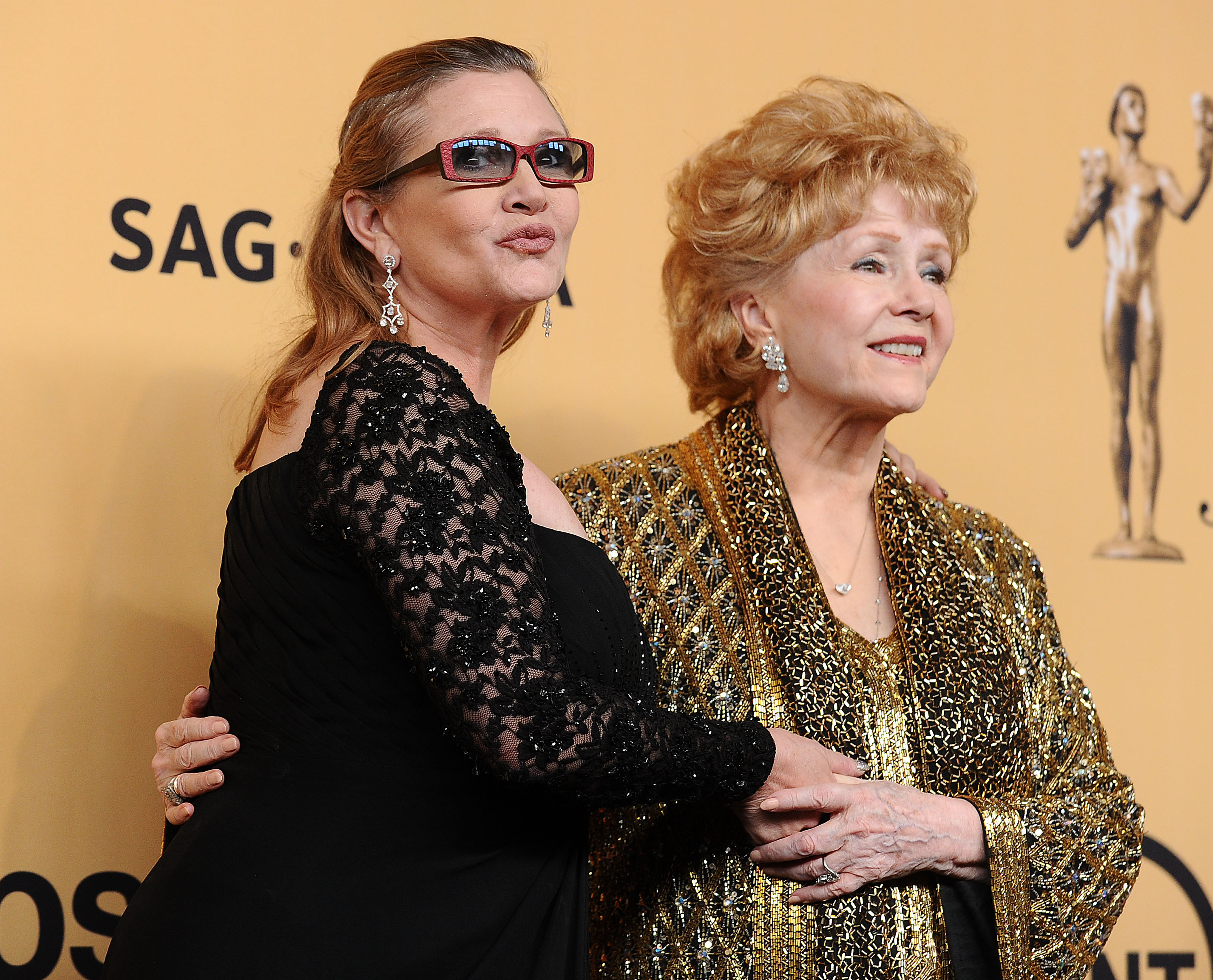 Actresses Debbie Reynolds and Carrie Fisher pose in the press room at the 21st annual Screen Actors Guild Awards at The Shrine Auditorium on January 25, 2015 in Los Angeles, California.
