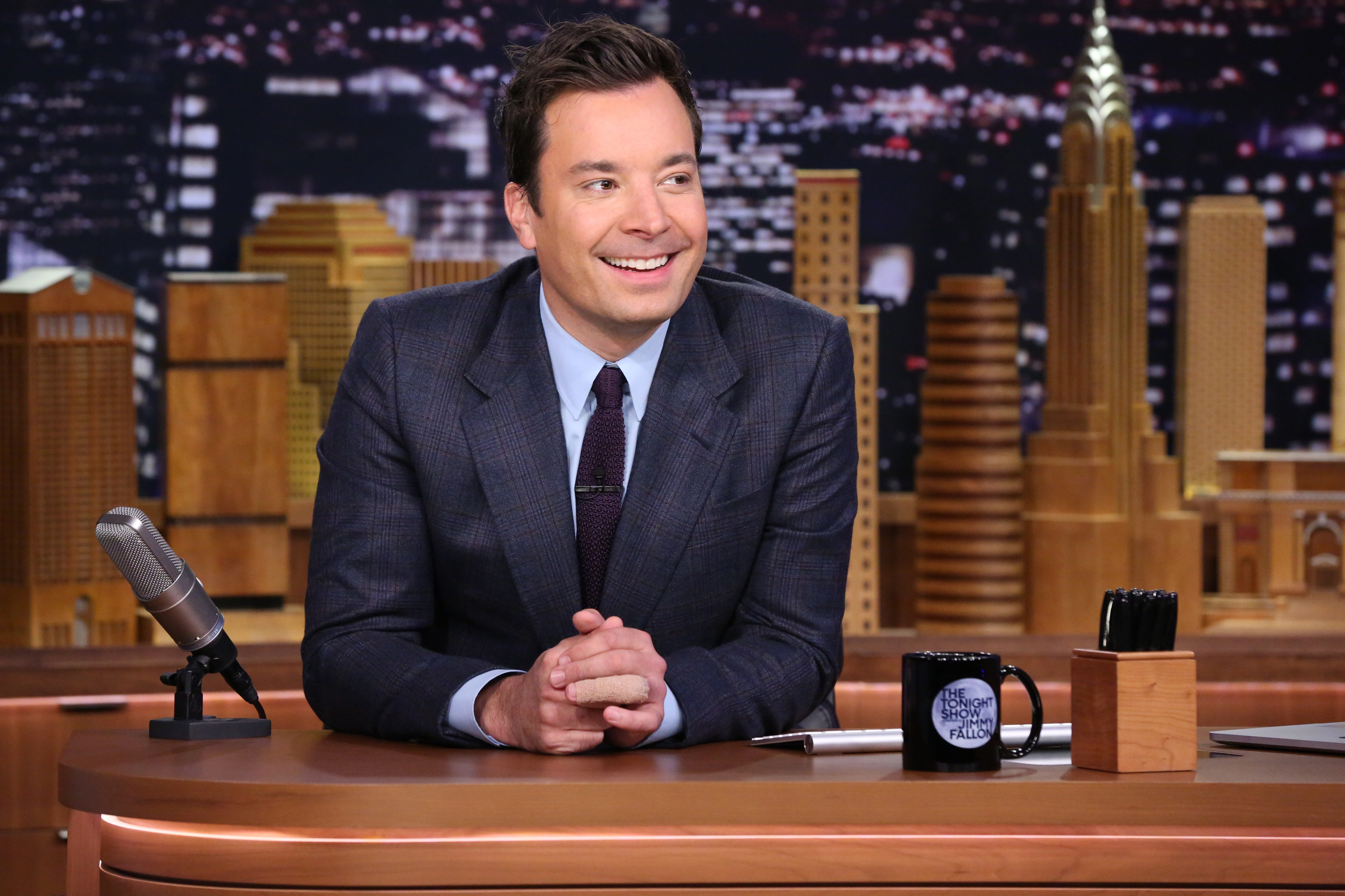 THE TONIGHT SHOW STARRING JIMMY FALLON -- Episode 0345 -- Pictured: Host Jimmy Fallon at his desk on October 7, 2015 -- (Photo by: Douglas Gorenstein/NBC/NBCU Photo Bank via Getty Images)
